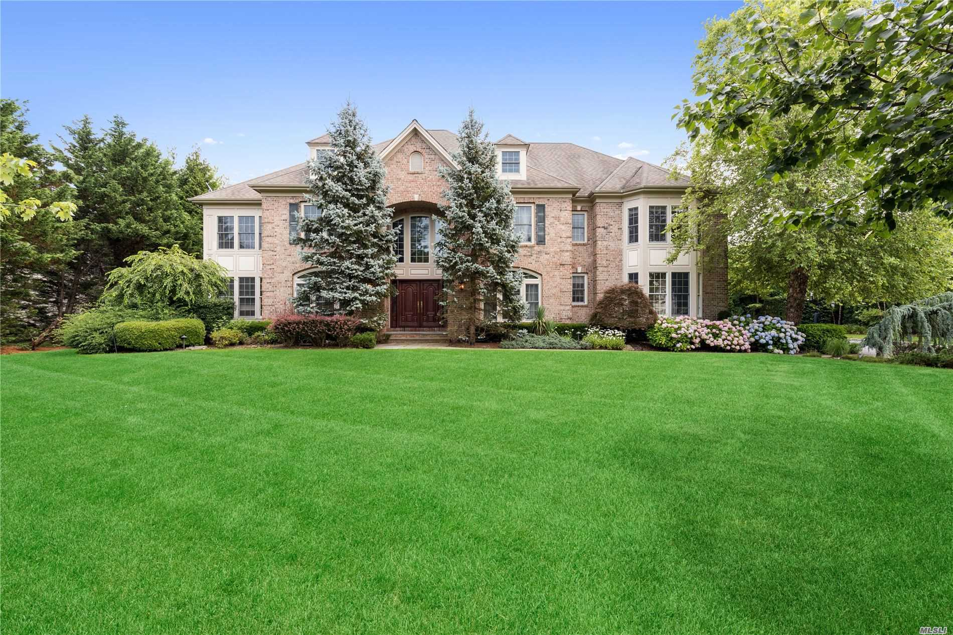 Residential For Sale in 32 Legends Cir, Melville, NY ,11747