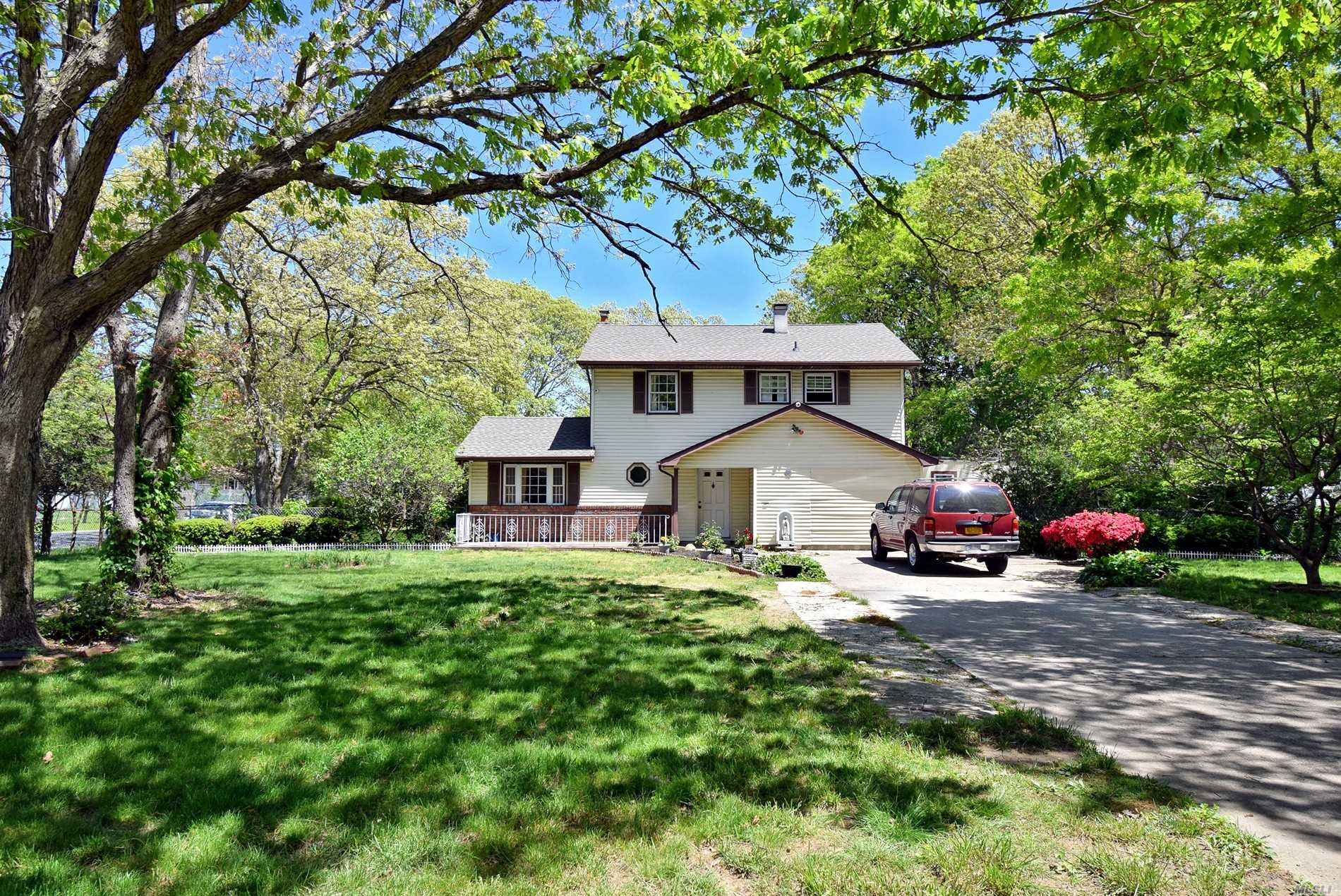 Residential For Sale in 727 Islip Ave, Central Islip, NY ,11722