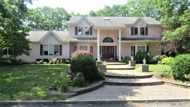 Residential For Sale in 2 Hancock St, Pt.Jefferson Sta, NY ,11776