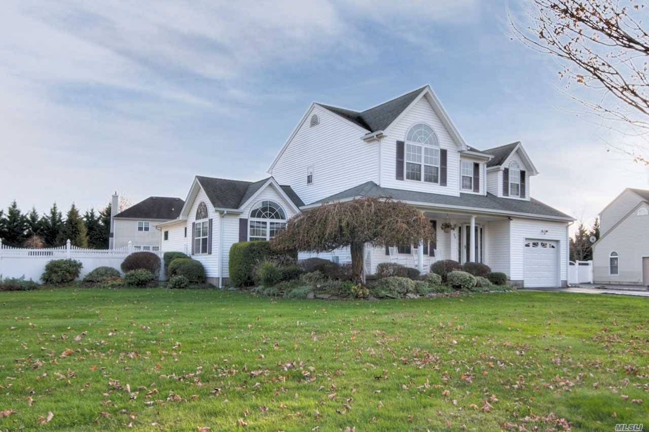 Residential For Sale in 99 Tallmadge Trl, Miller Place, NY ,11764