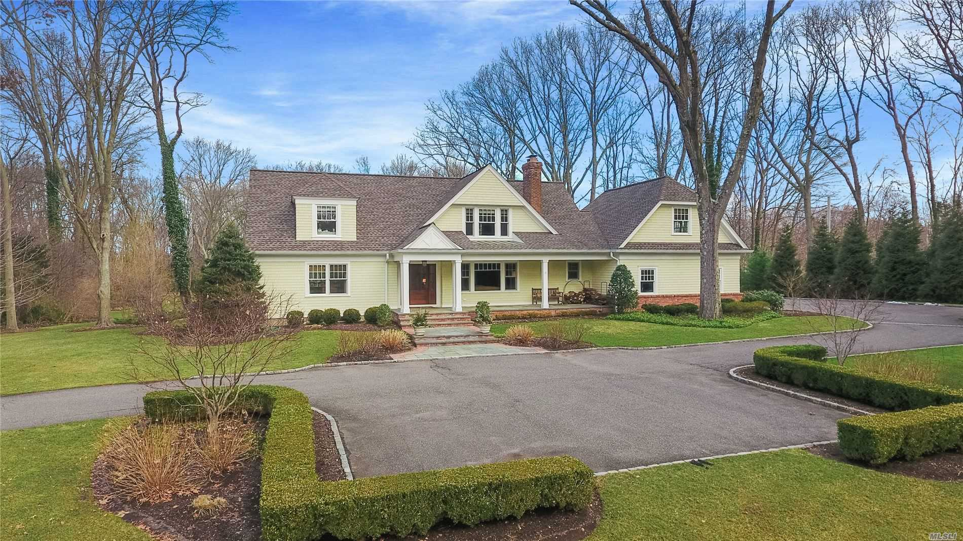 Residential For Sale in 7 Crosby Place, Cold Spring Hrbr, NY ,11724