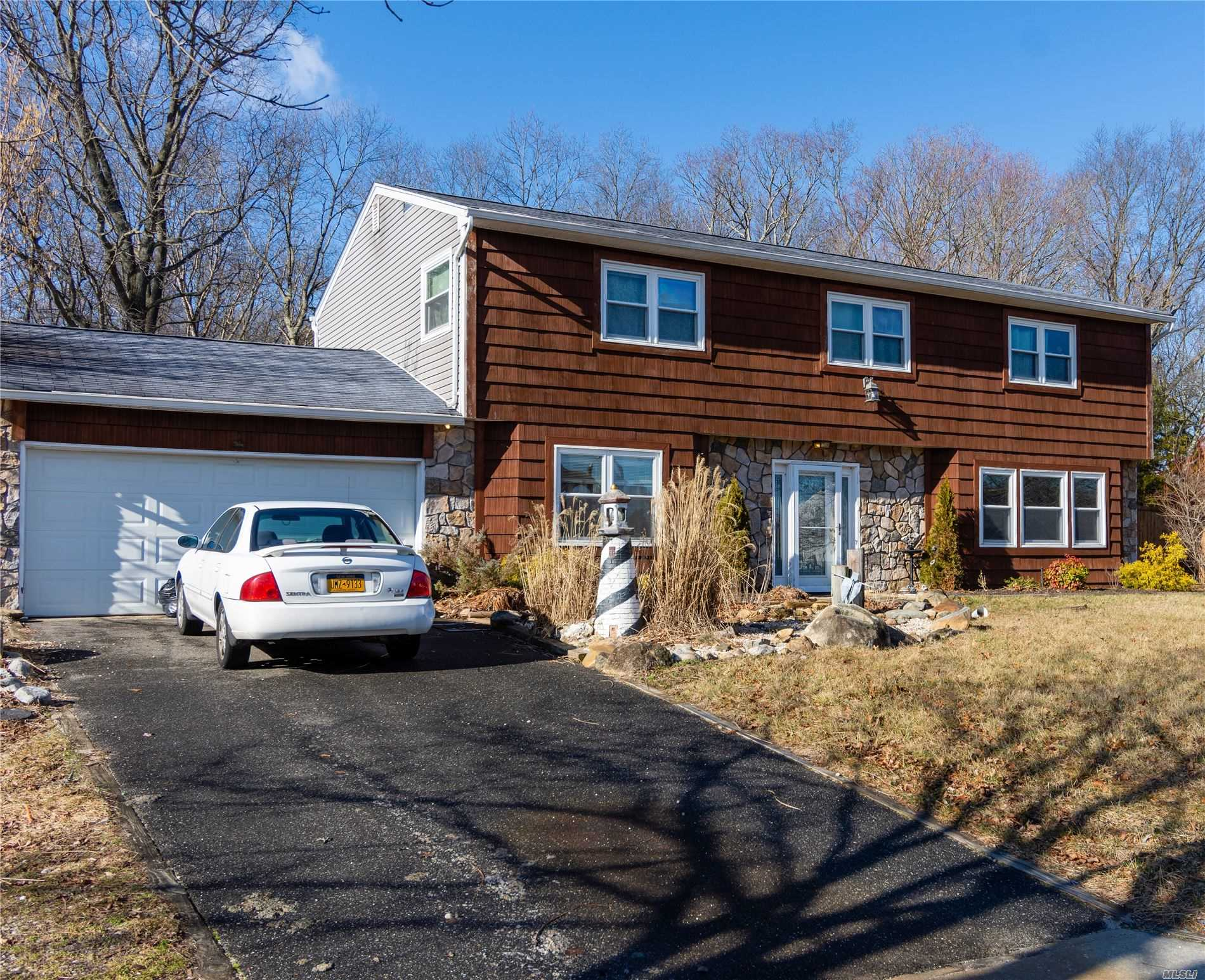 Residential For Sale in 33 Orleans Green Drive, Coram, NY ,11727