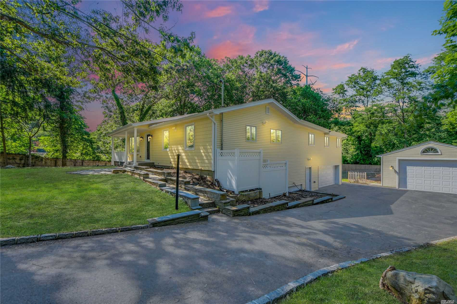 Residential For Sale in 387 Salem Ct, Hauppauge, NY ,11788