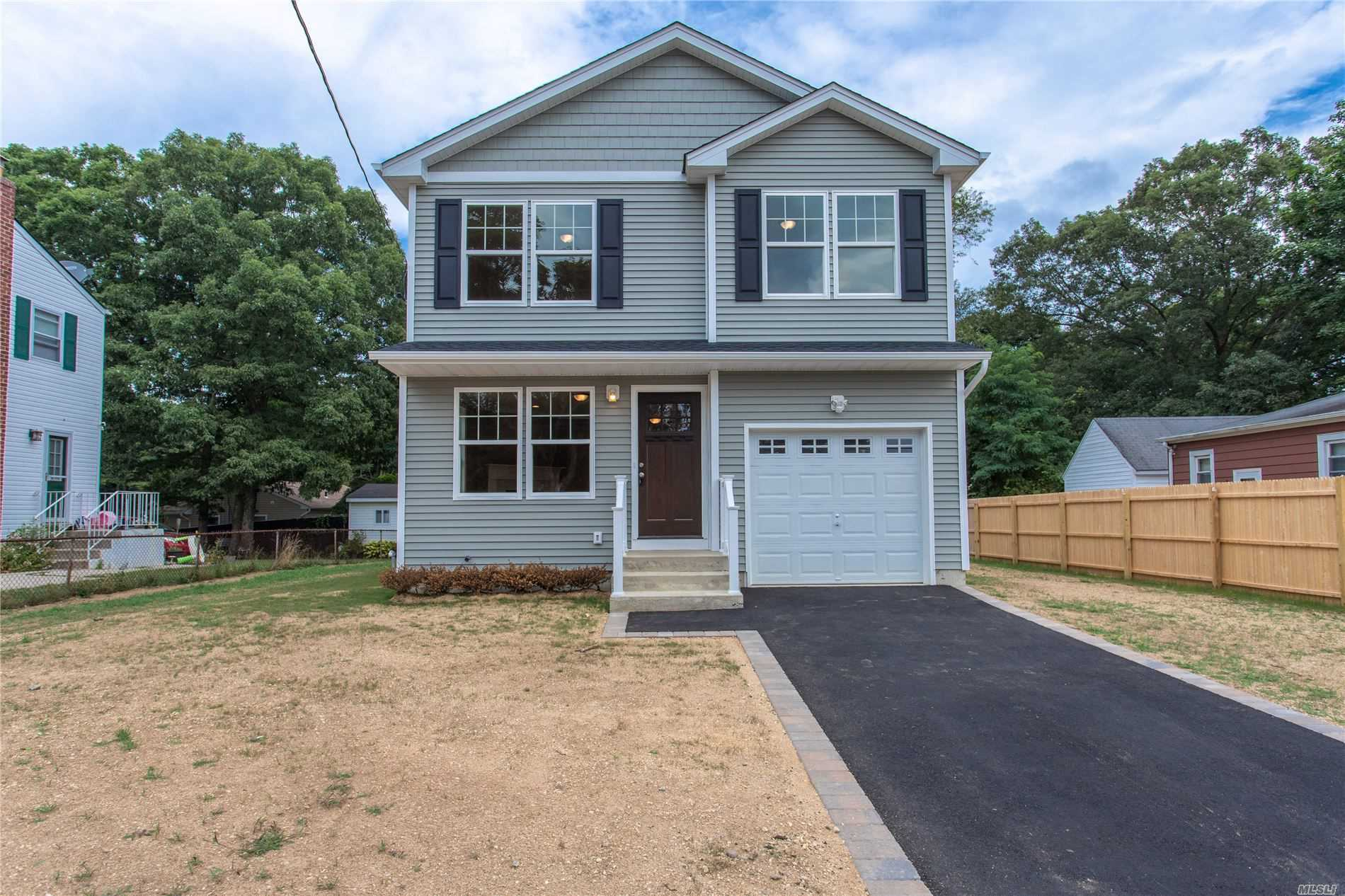 Residential For Sale in 118 14th Ave, W. Babylon, NY ,11704