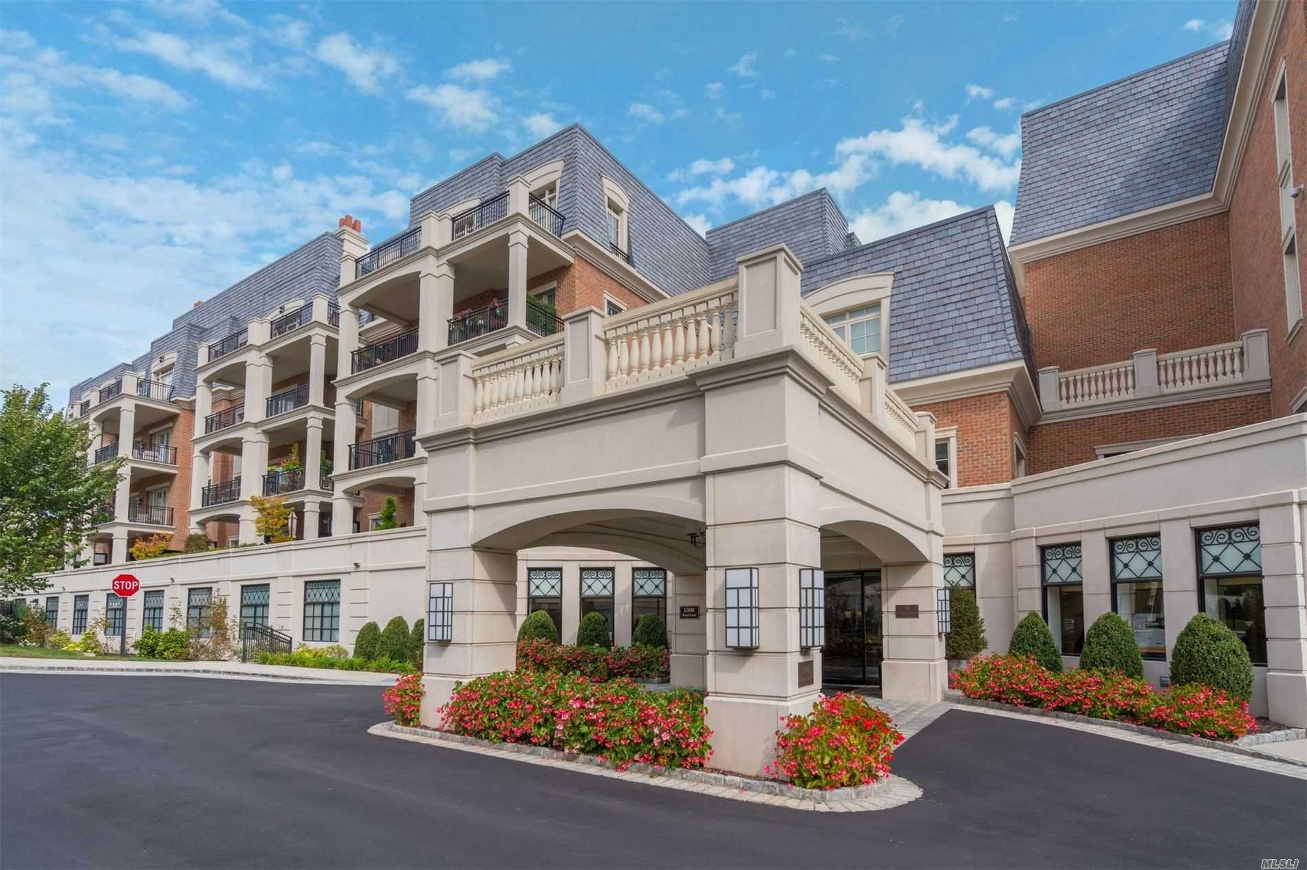 Condominium for sale in 1000 Royal Ct, North Hills, NY ,11030