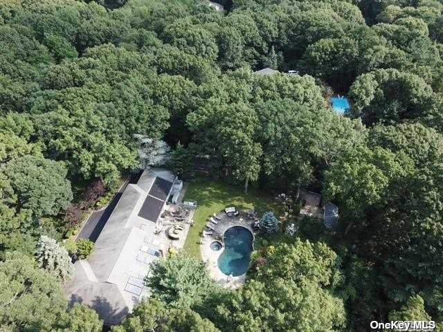 Residential For Sale in 185 Foxhunt Cres, Syosset, NY ,11791