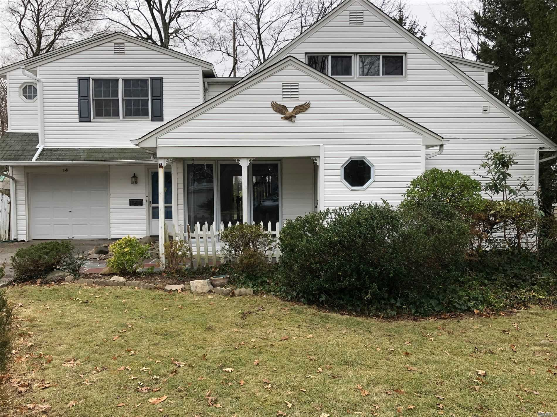 Residential For Rent in 14 Wakefield Ave, Port Washington, NY ,11050