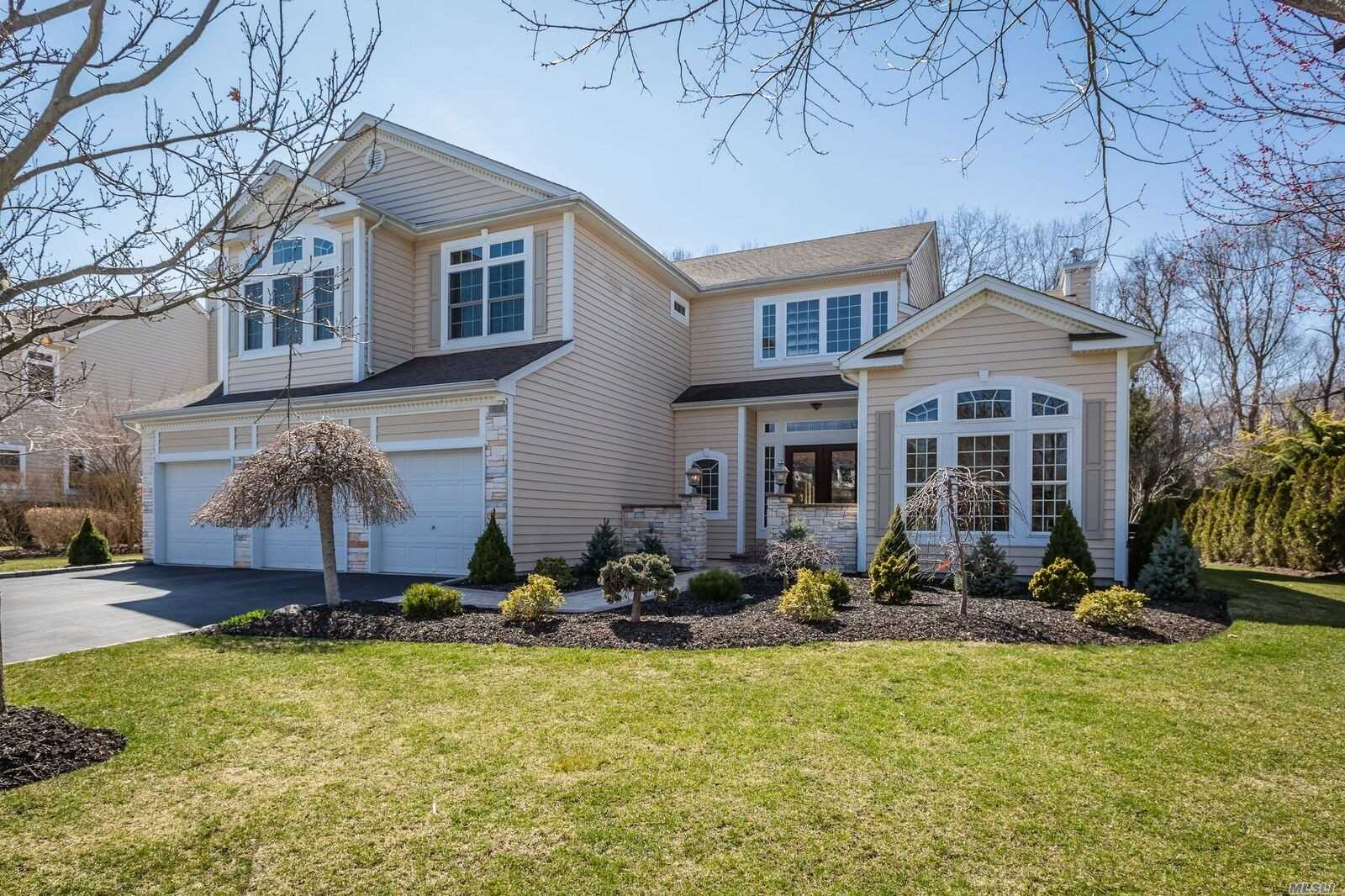 Residential For Sale in 20 Monterrey Dr, St. James, NY ,11780