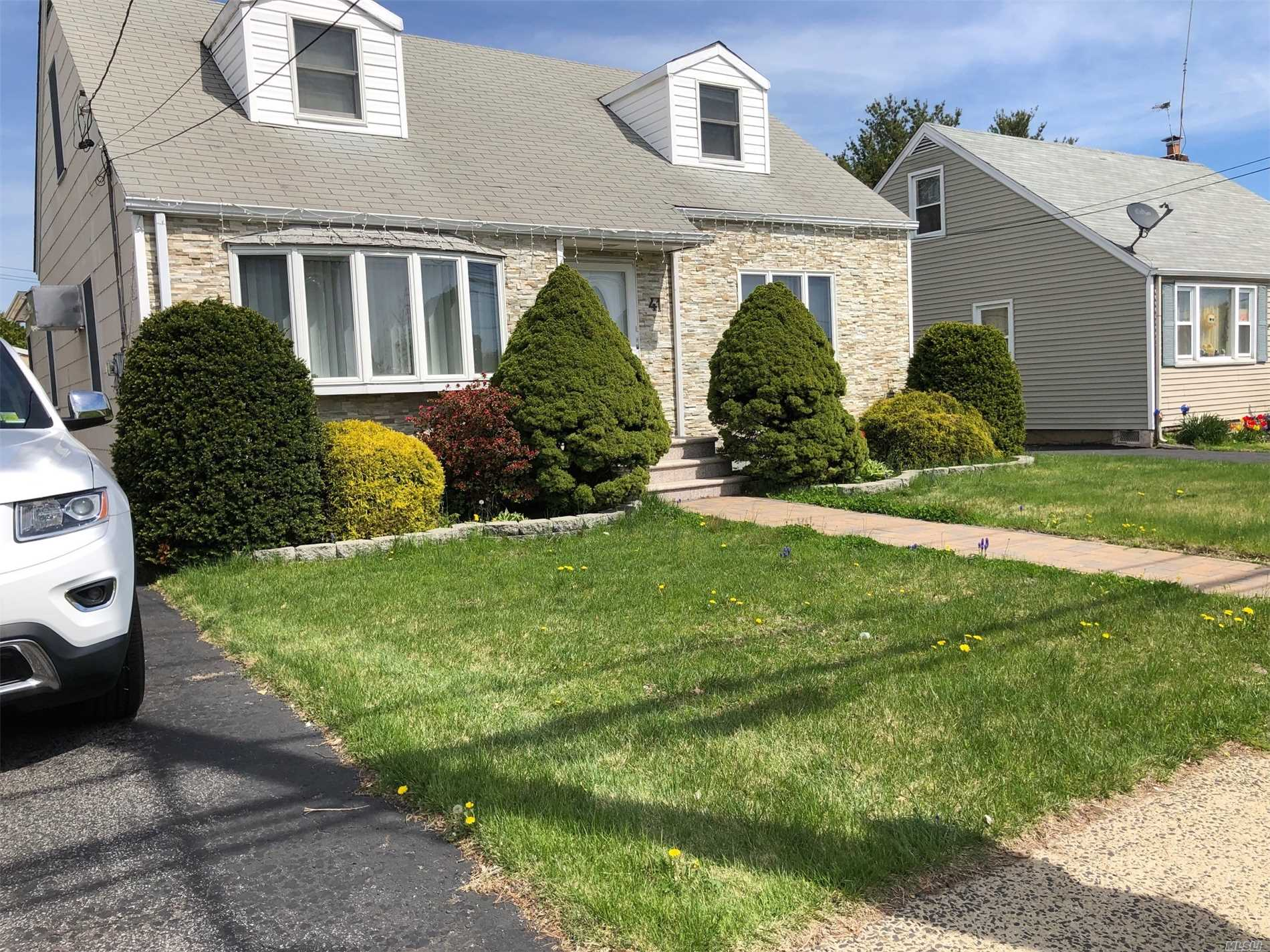 Residential For Sale in 41 Westbury Ave, Carle Place, NY ,11514