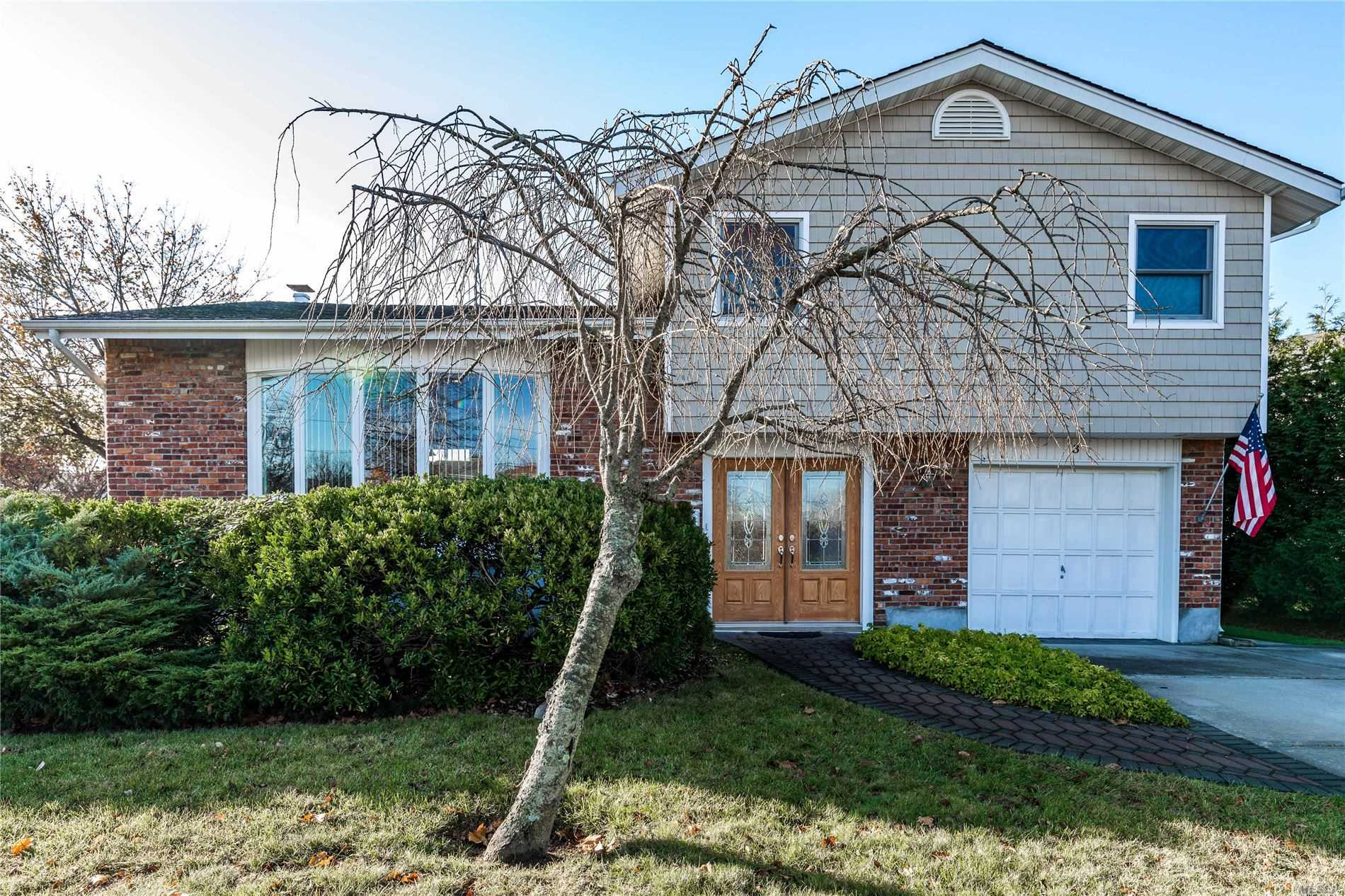 Residential For Sale in 3 Oxford Rd, E. Rockaway, NY ,11518