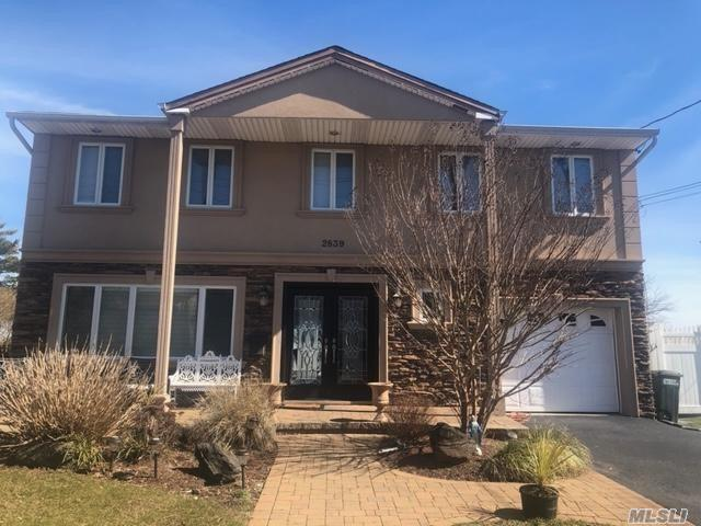 Residential For Sale in 2839 Bayview Avenue, Wantagh, NY ,11793