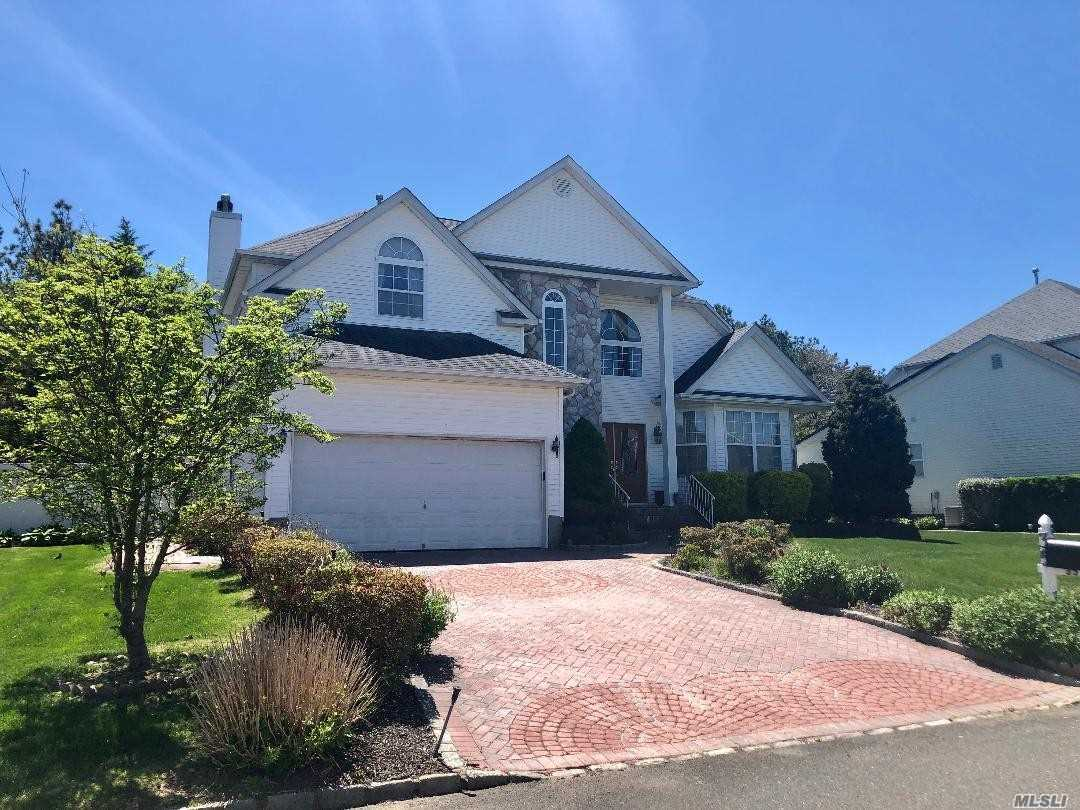 Residential For Sale in 35 Peachtree Ct, Holtsville, NY ,11742