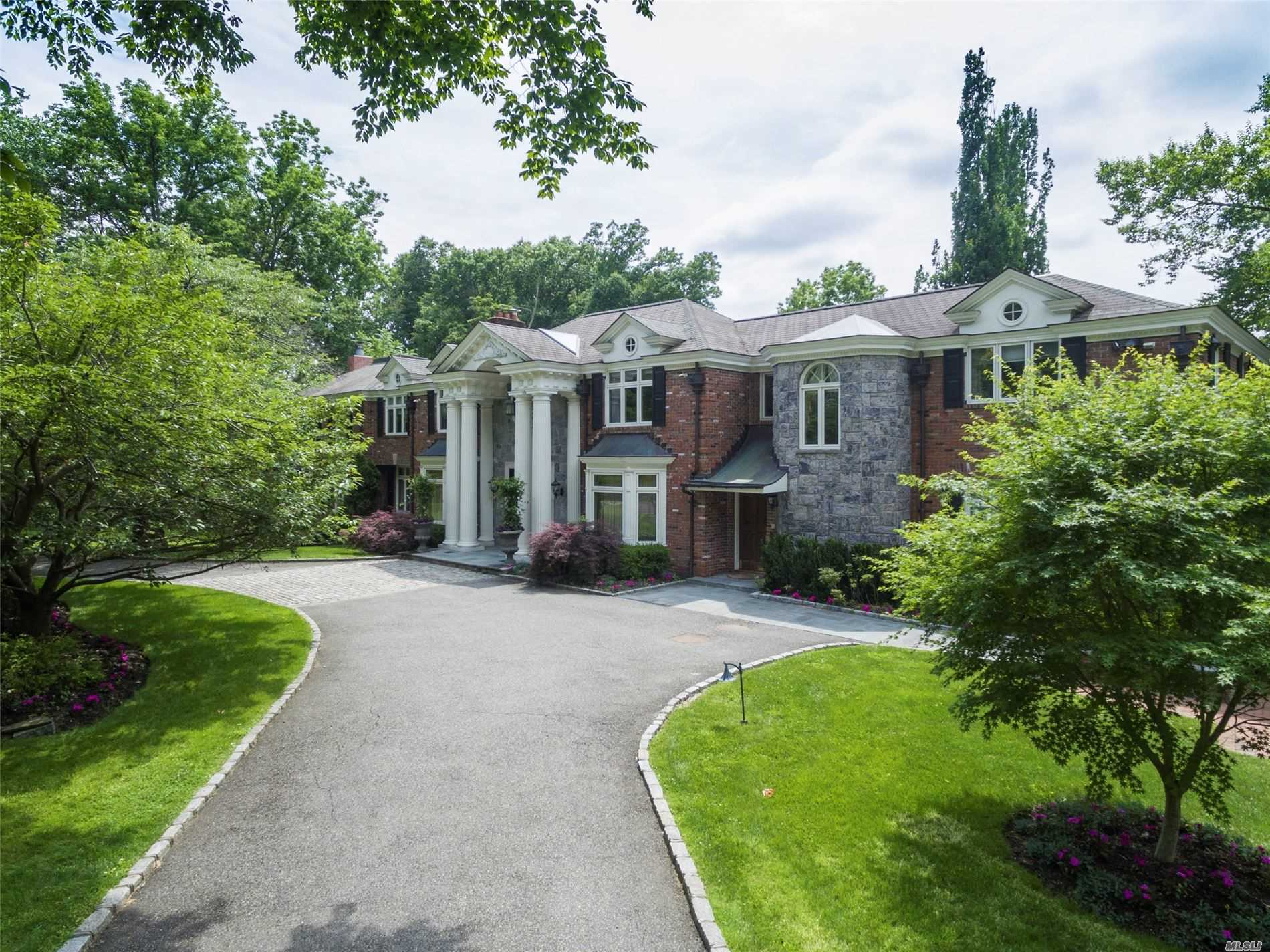 Residential For Sale in 10 Hemlock Drive, Great Neck, NY ,11024