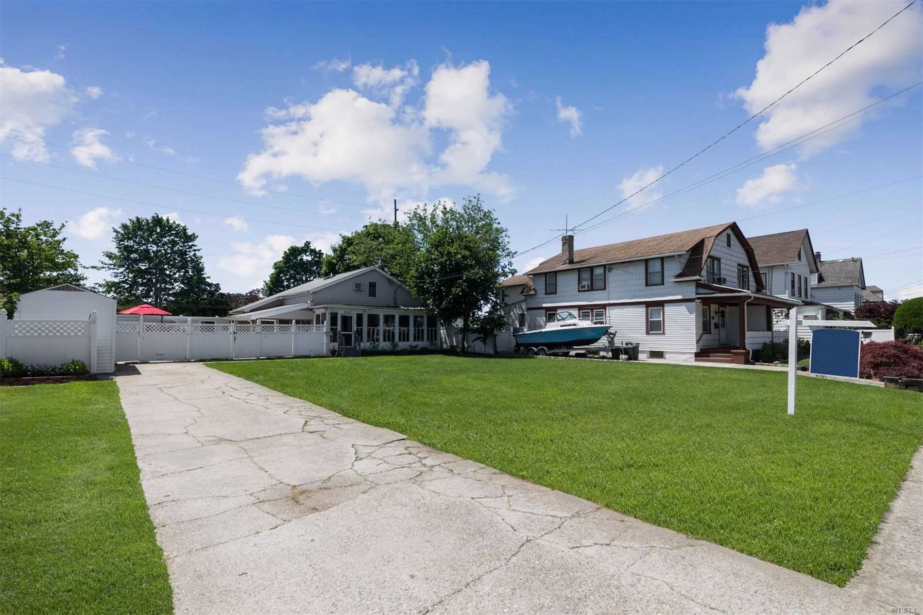 Residential For Sale in 1121 Fulton St, Woodmere, NY ,11598