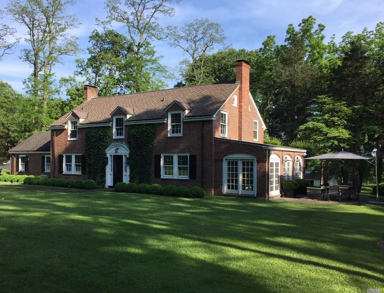 Residential For Sale in 3 Forrest Dr, Lloyd Neck, NY ,11743