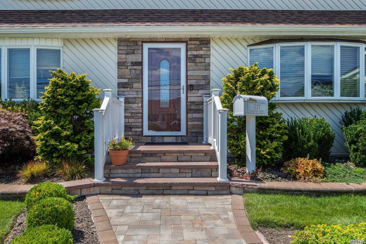 Residential For Sale in 1121 Baldwin N Dr, Massapequa, NY ,11758