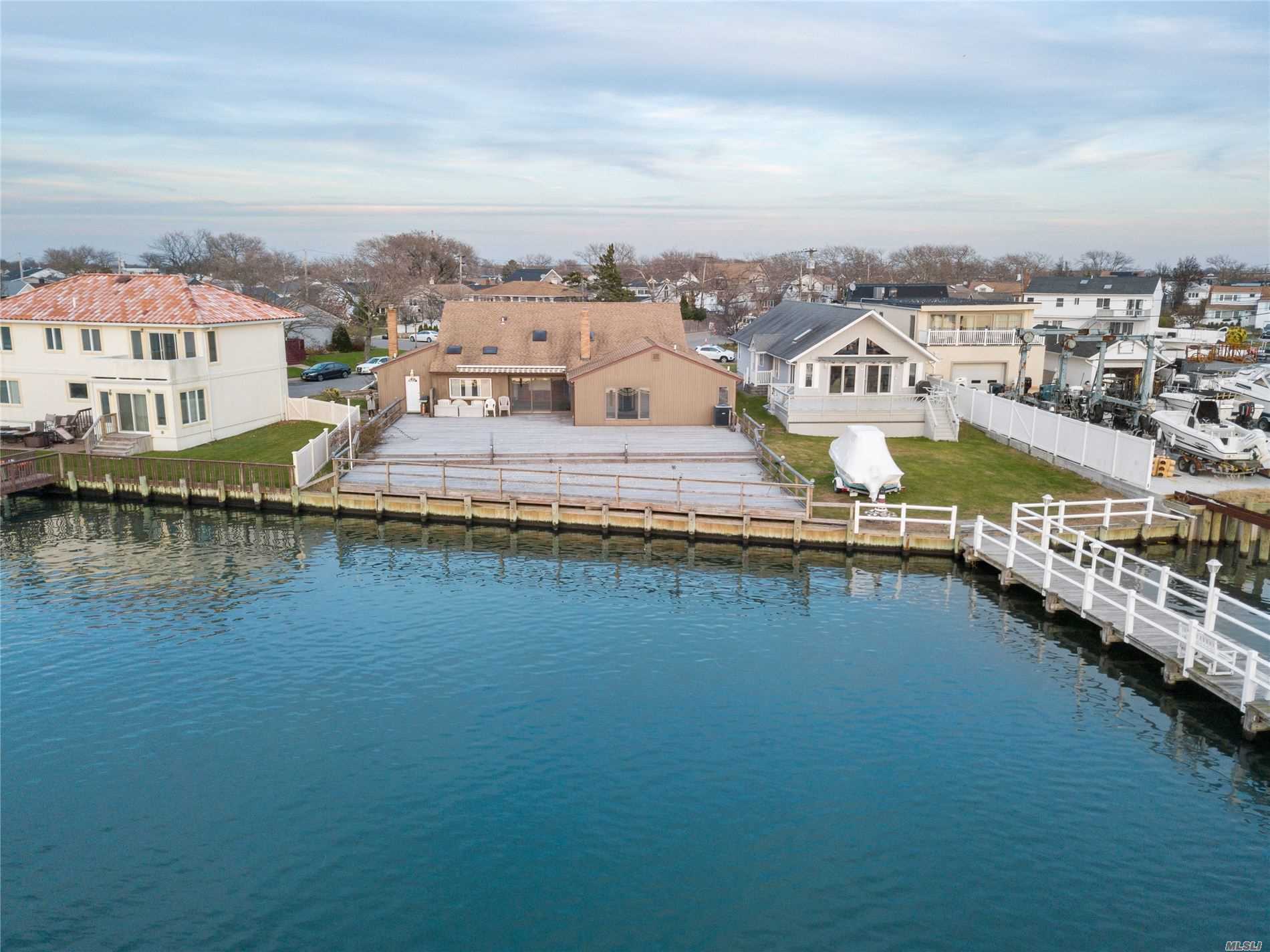 Residential For Sale in 171 Warwick Blvd, Island Park, NY ,11558