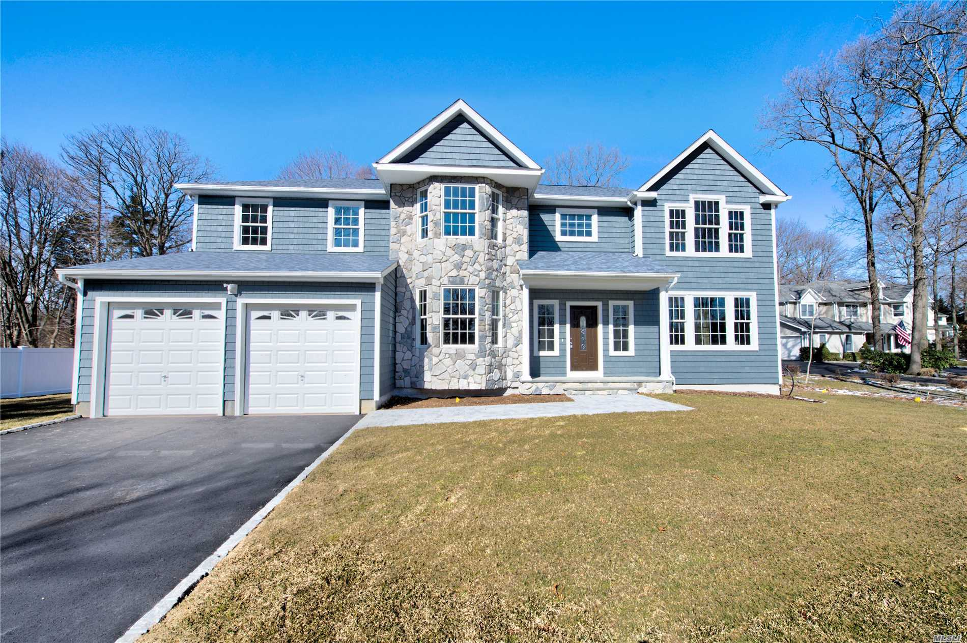 Residential For Sale in 227-B Old Commack Rd, Kings Park, NY ,11754
