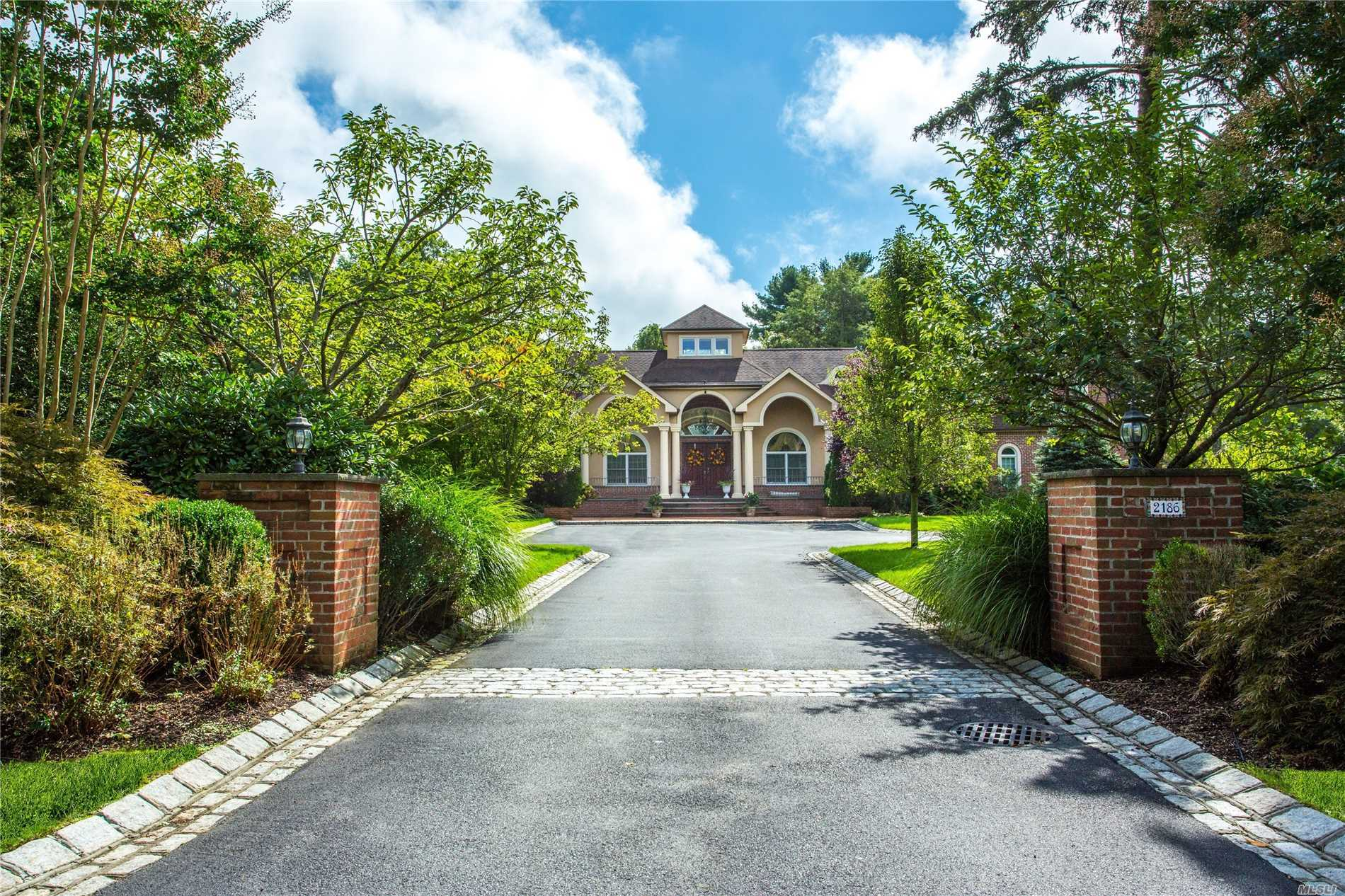 Residential For Sale in 2186 Kirby Ln, Muttontown, NY ,11791