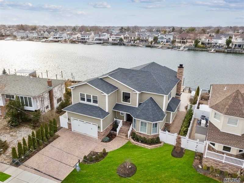 Residential For Sale in 2692 Riverside Drive, Wantagh, NY ,11793
