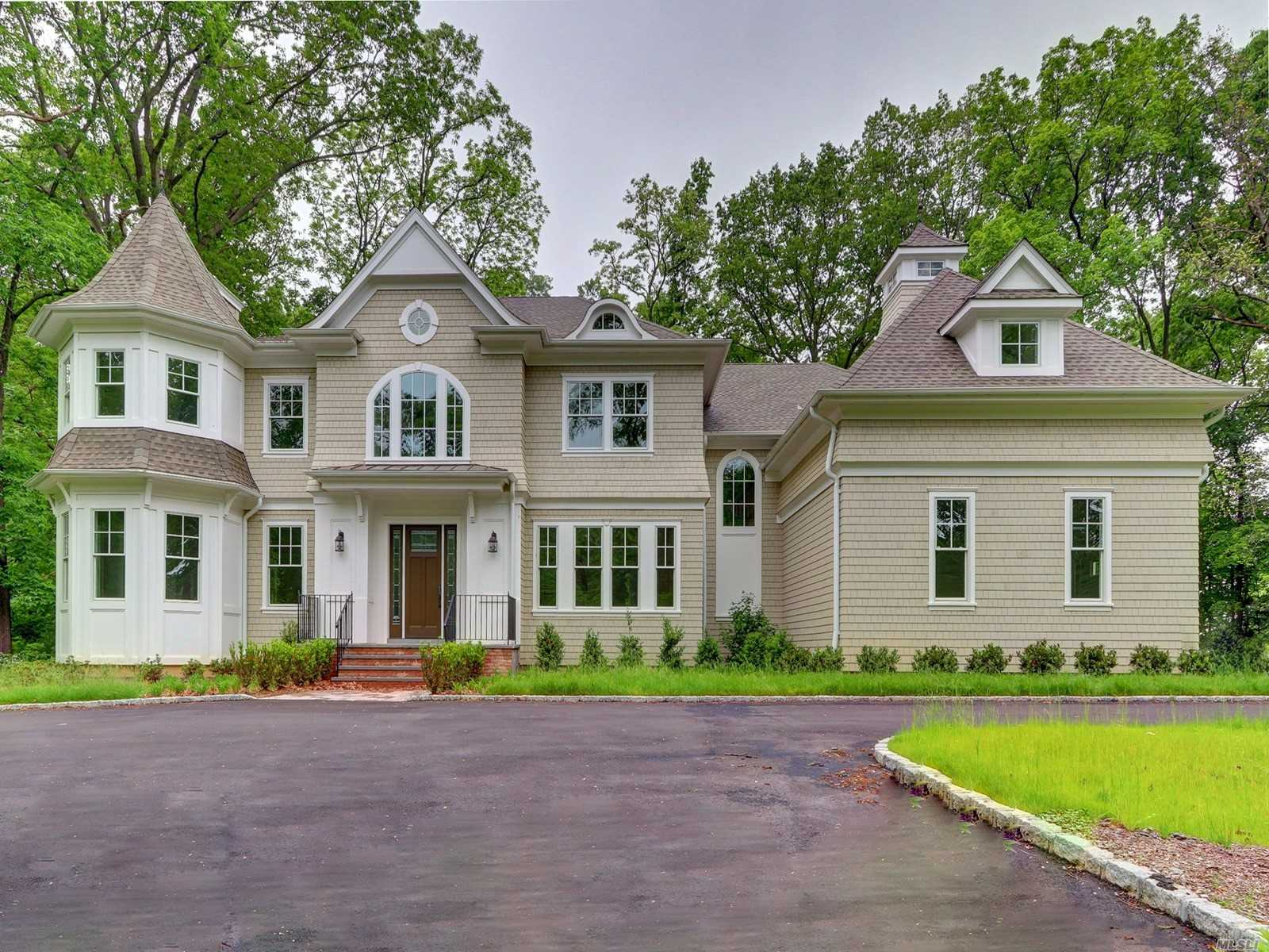 Residential For Sale in East Huxley Dr, Lloyd Harbor, NY ,11743