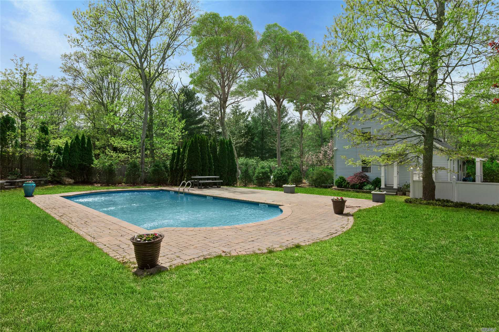 Residential For Sale in 8 Kingston Ave, East Hampton, NY ,11937