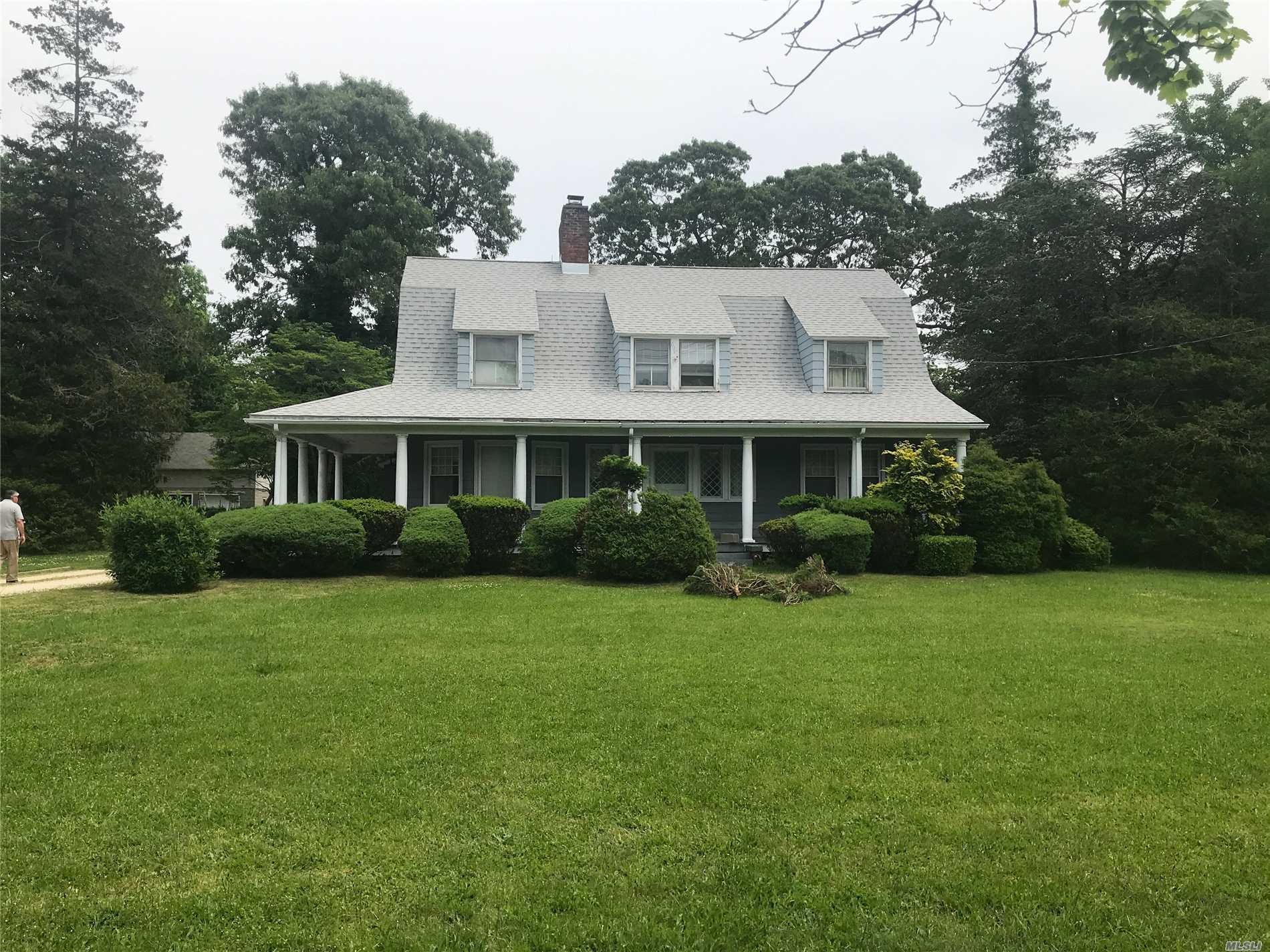 Residential For Sale in 9 Bayview Ave, East Islip, NY ,11730