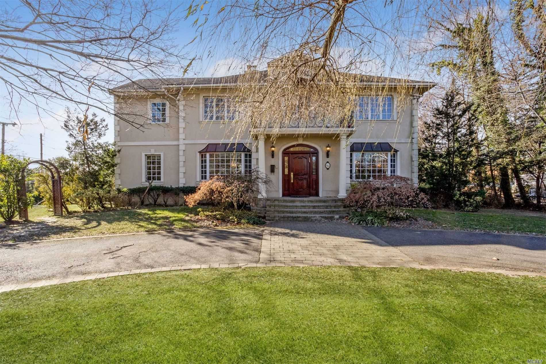 Residential For Sale in 95 Briarwood Ln, Lawrence, NY ,11559