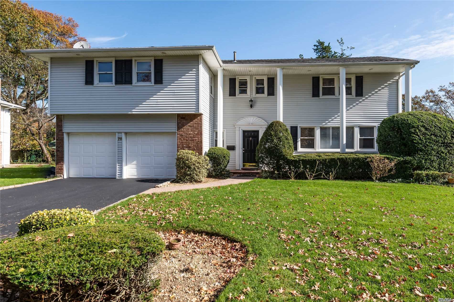 Residential For Sale in 76 Birch Hl, Searingtown, NY ,11507