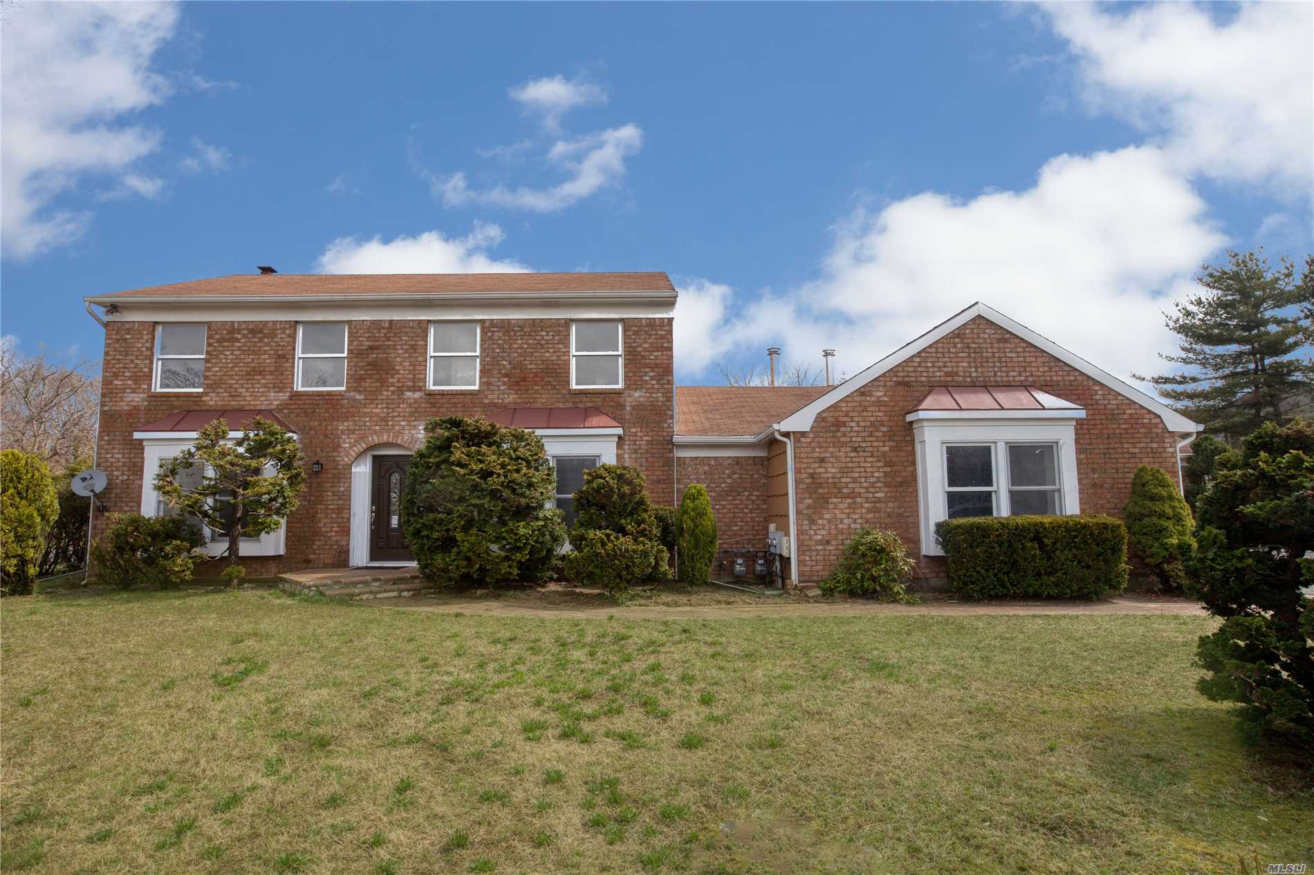 Residential For Sale in 2 & 4 Dunlop Ct, Commack, NY ,11725