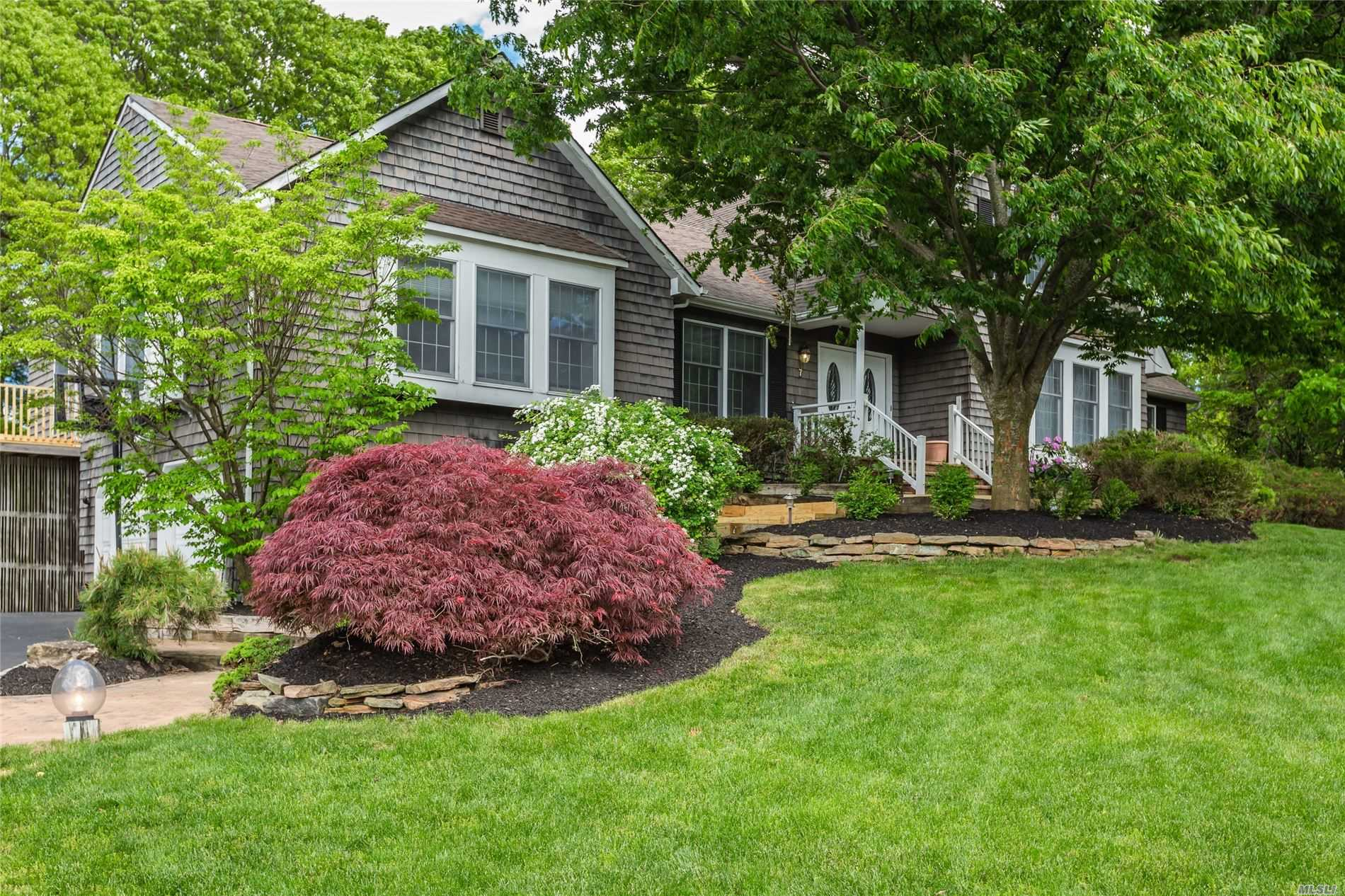 Residential For Sale in 7 Melville Ct, Stony Brook, NY ,11790