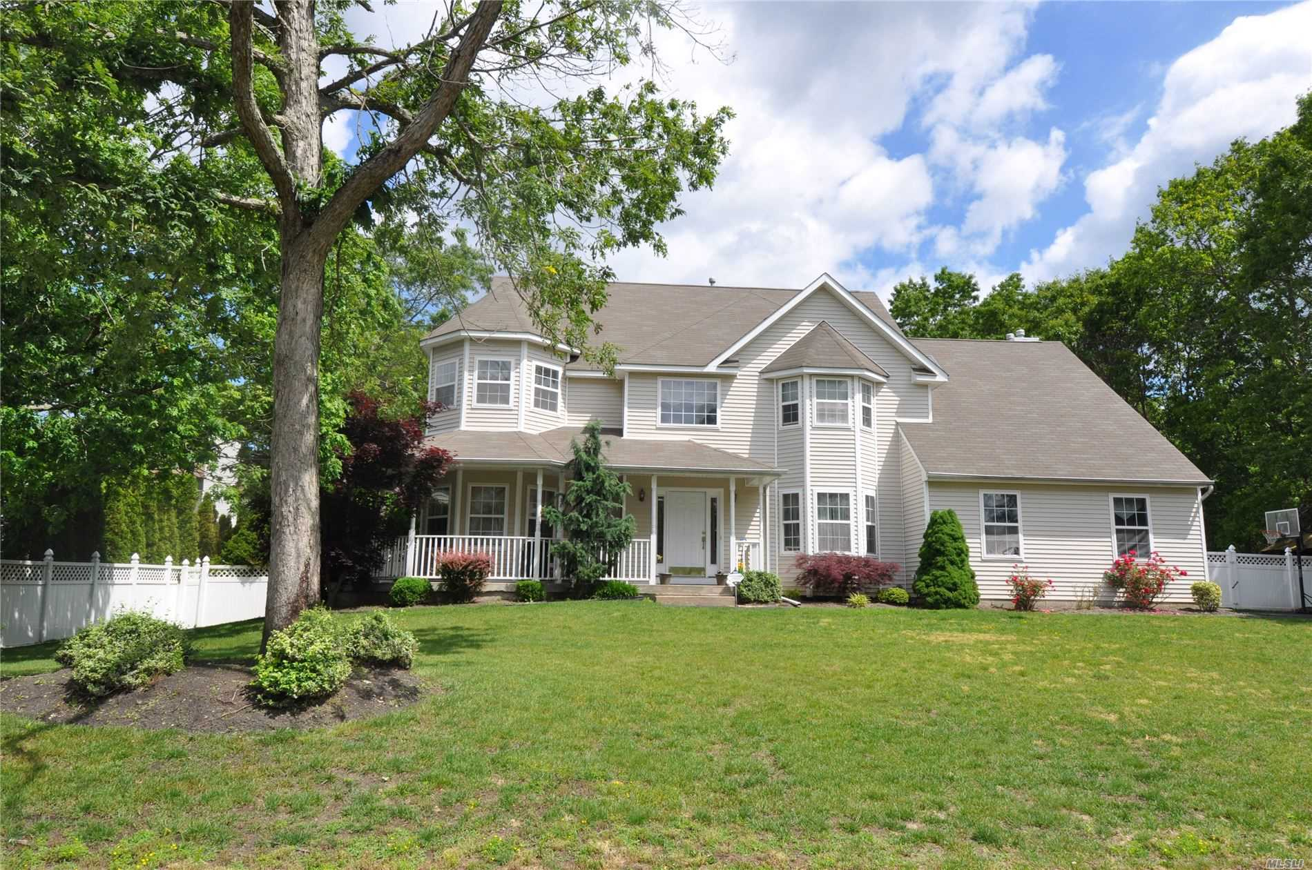 Residential For Sale in 3 Creston St, Selden, NY ,11784