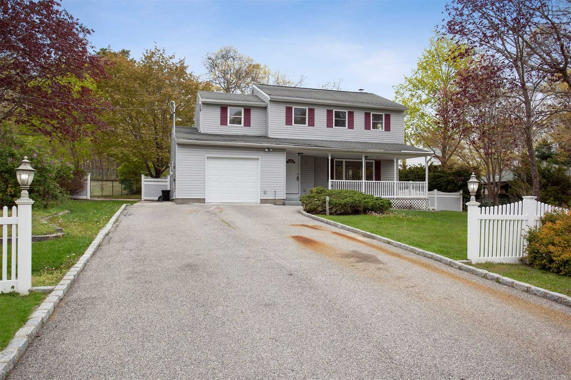 Residential For Sale in 7 Merrick Rd, Shirley, NY ,11967