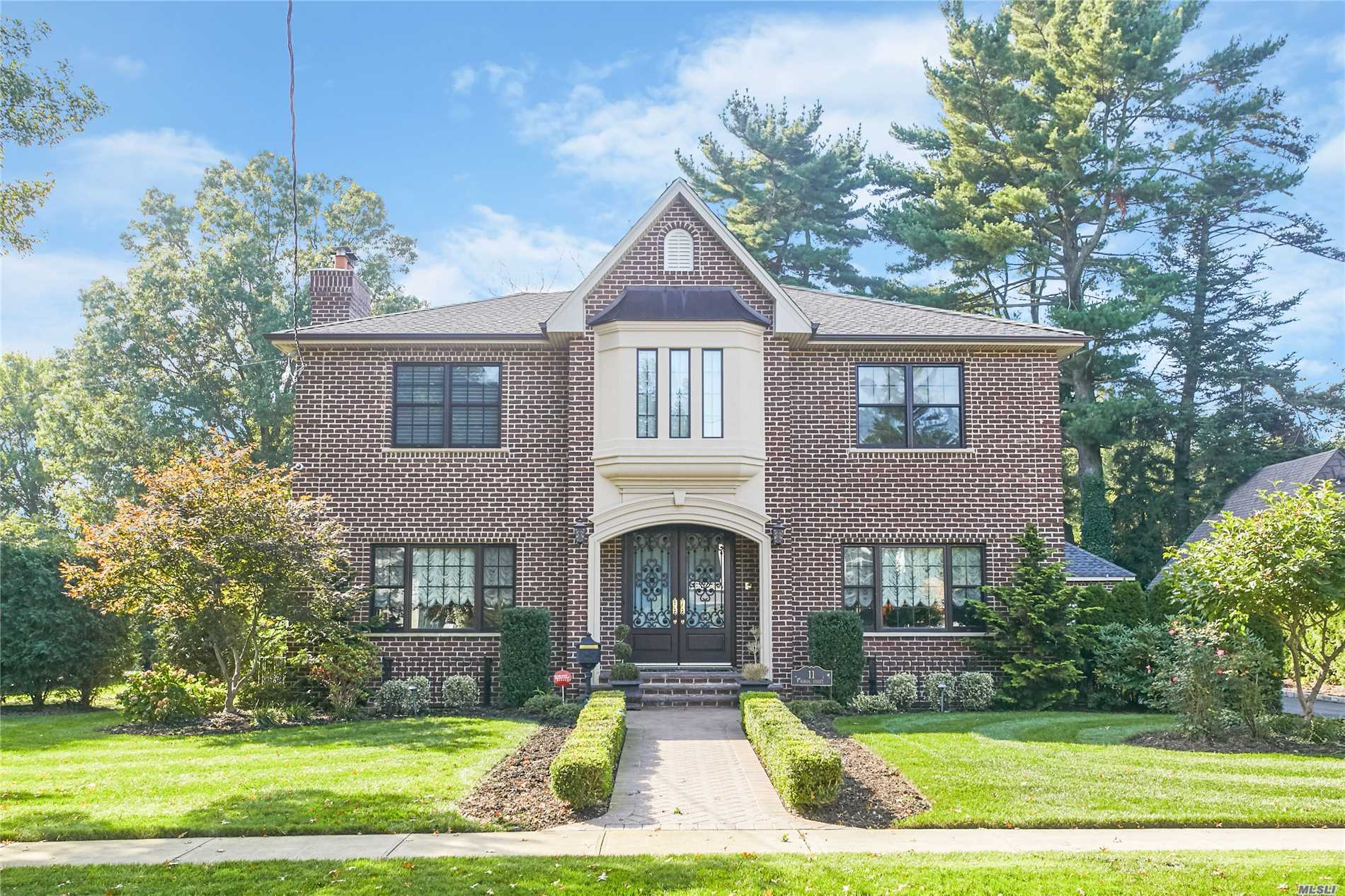 Residential For Sale in 11 School St, E. Williston, NY ,11596