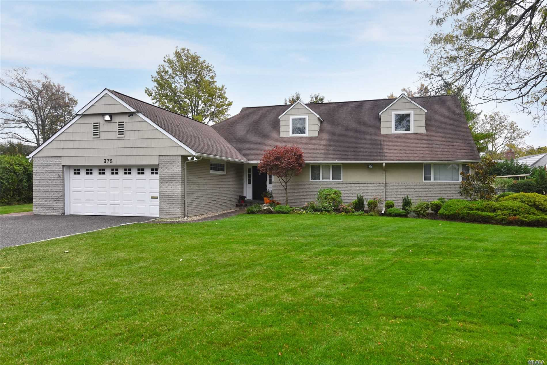 Residential For Sale in 375 Heather Ln, Hewlett Harbor, NY ,11557