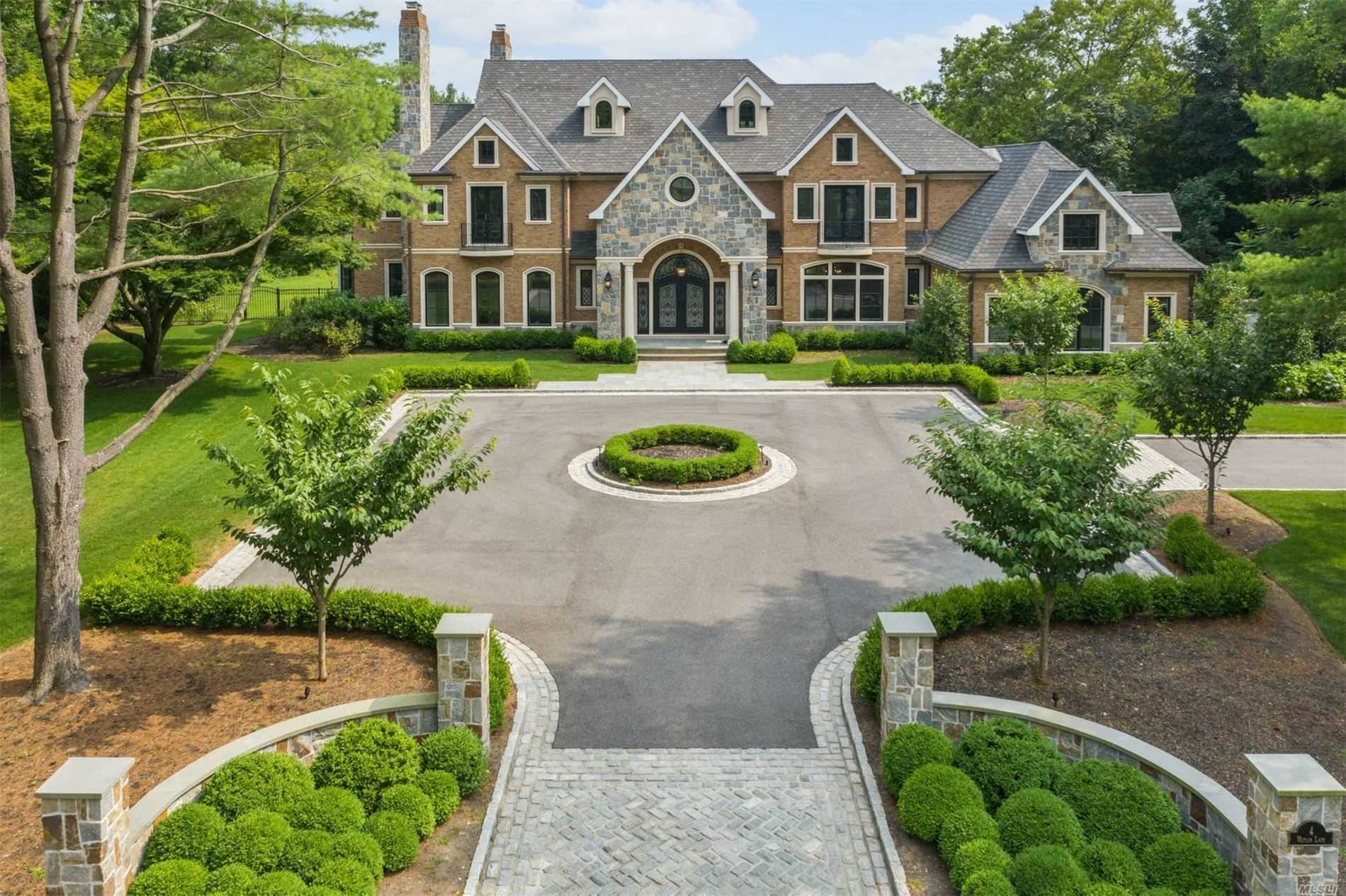 Residential For Sale in 4 Waylor Ln, Syosset, NY ,11791