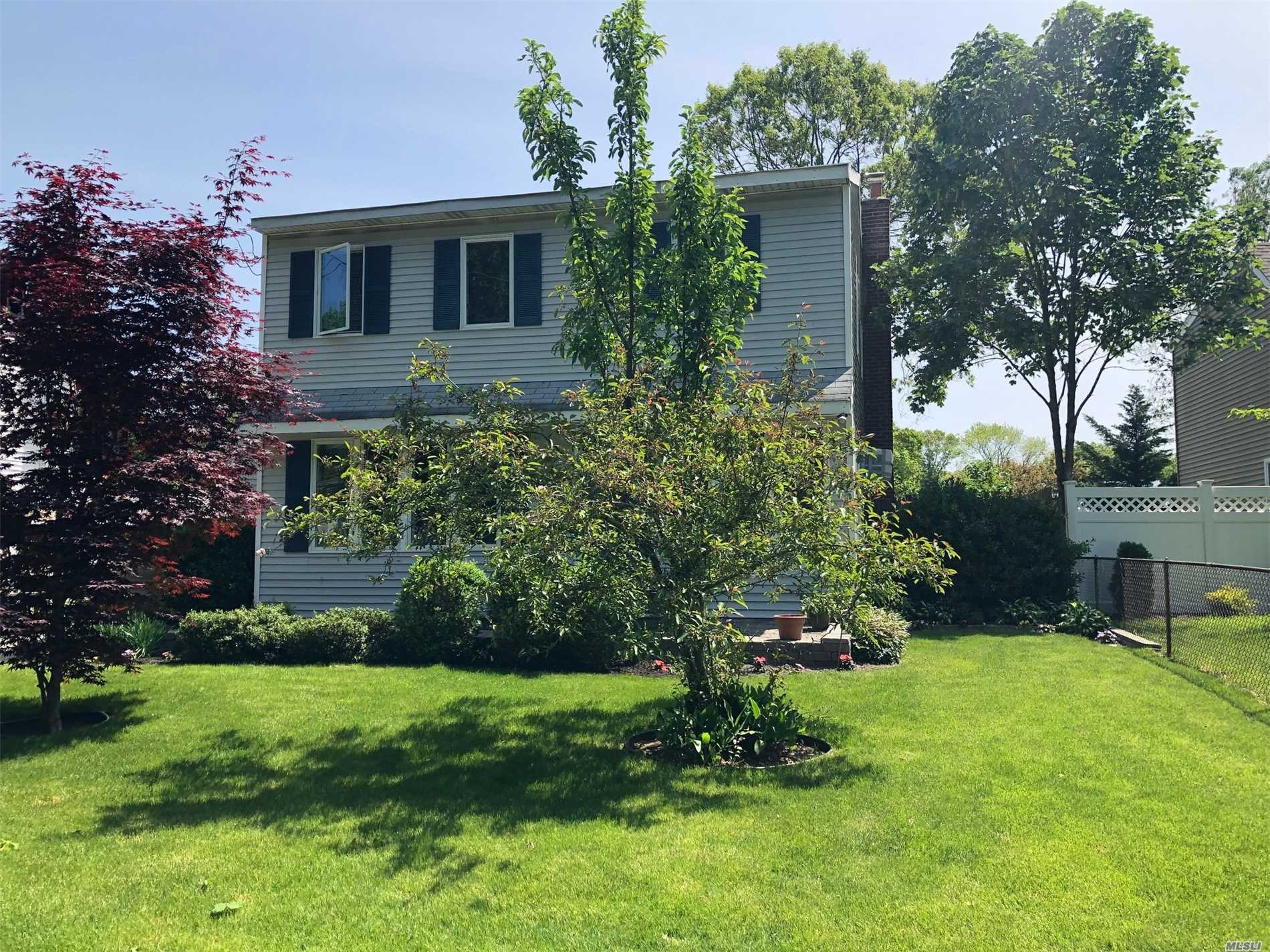 Residential For Sale in 15 Minerva Ln, Centereach, NY ,11720