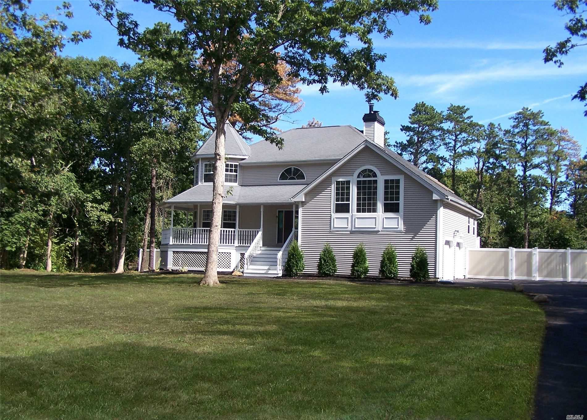 Residential For Sale in 95 Pine St, Pt.Jefferson Sta, NY ,11776