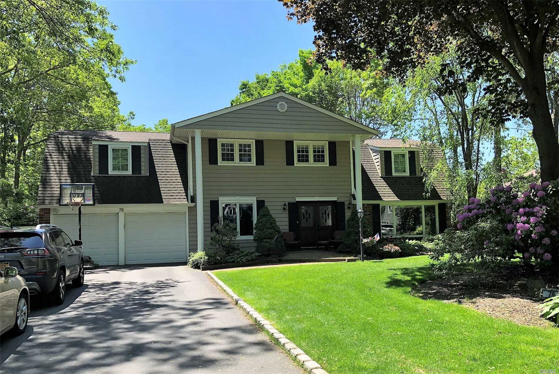 Residential For Sale in 78 Wichard Boulevard, Commack, NY ,11725