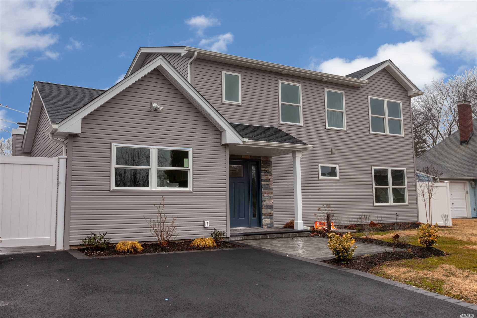 Residential For Sale in 52 Greenvale Lane, Levittown, NY ,11756