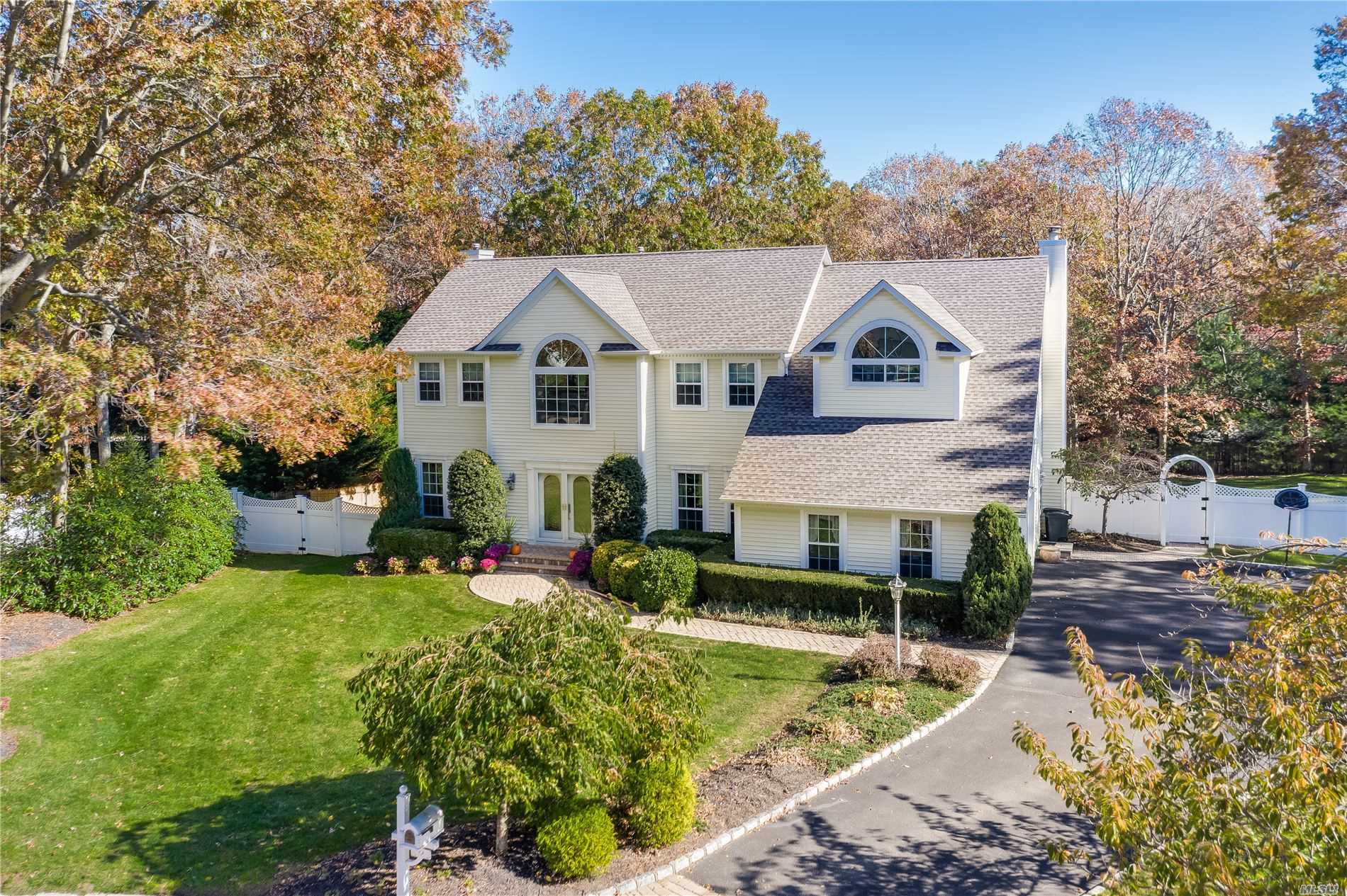 Residential For Sale in 9 Baron Ct, Stony Brook, NY ,11790