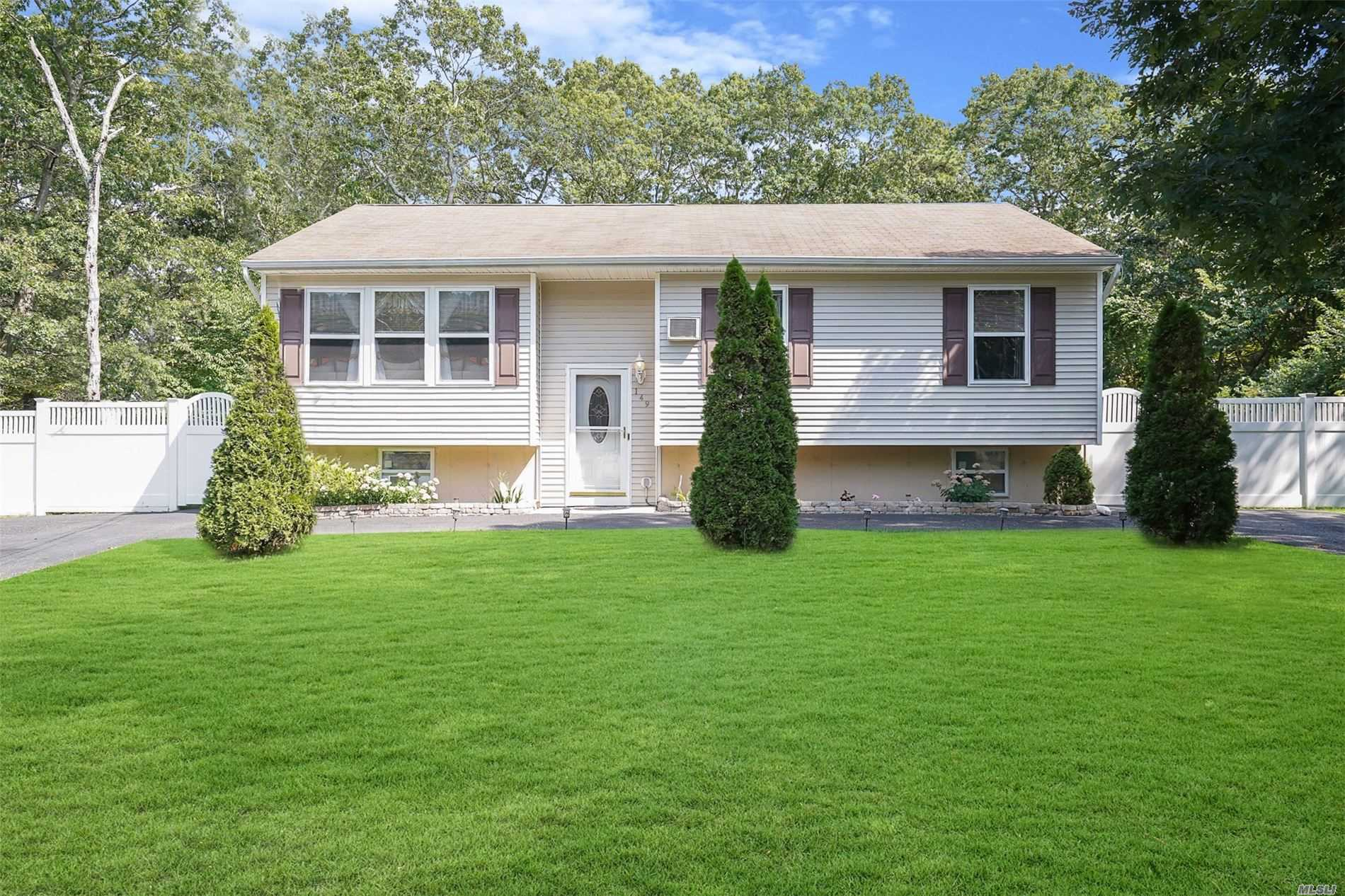 Residential For Sale in 149 Yaphank W Rd, Coram, NY ,11727