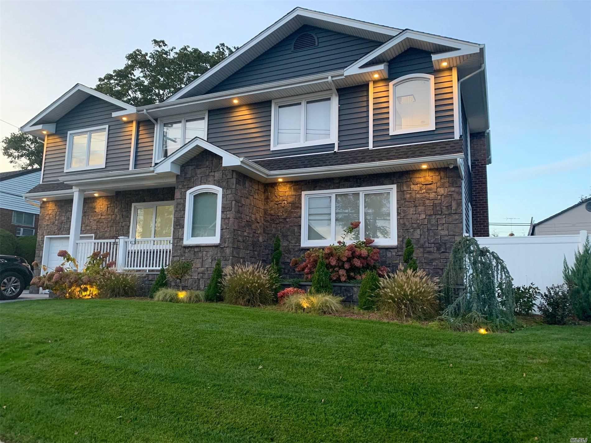 Residential For Sale in 159 Haypath Rd, Old Bethpage, NY ,11804