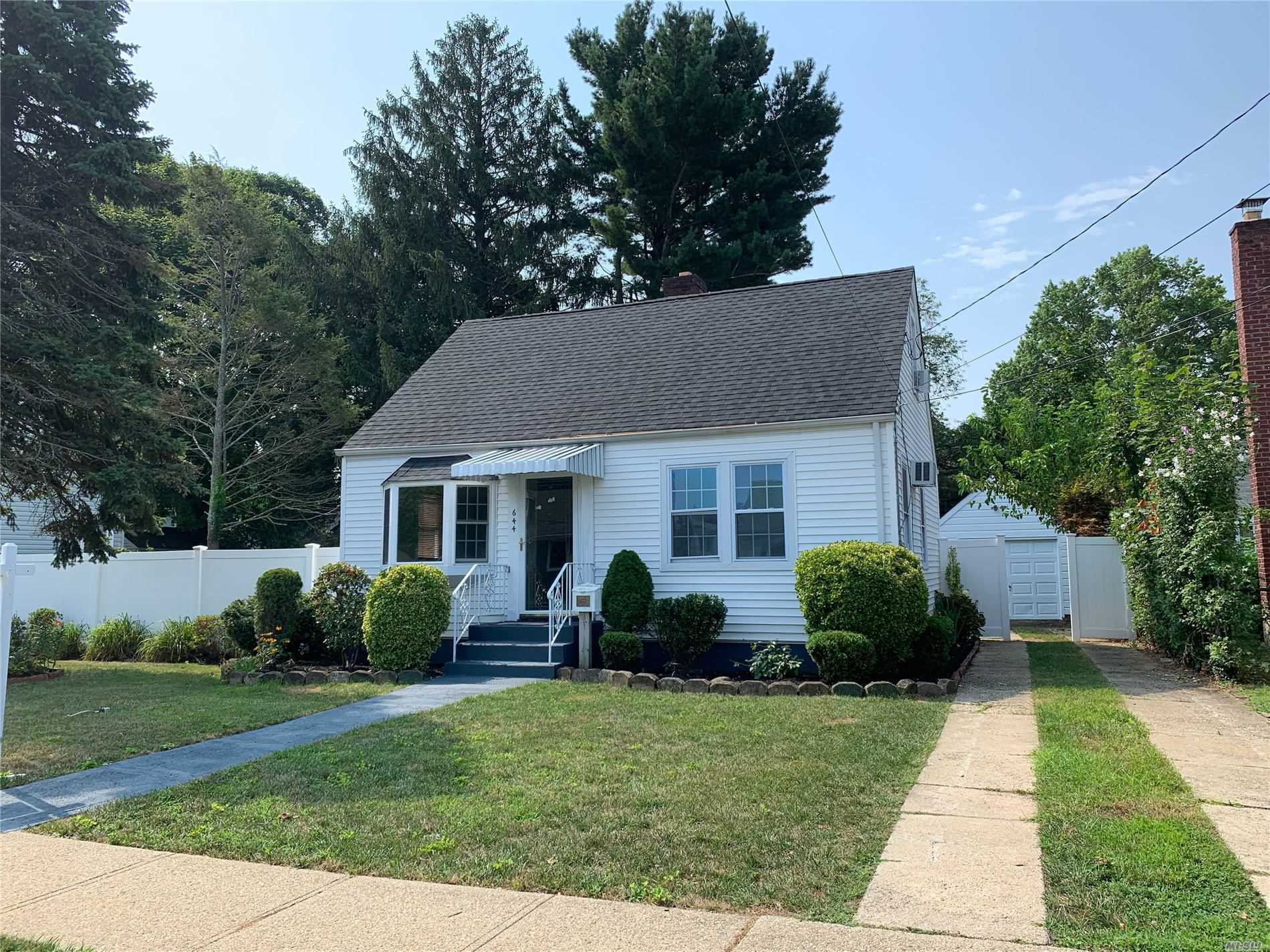Residential For Sale in 644 Irene St, S. Hempstead, NY ,11550