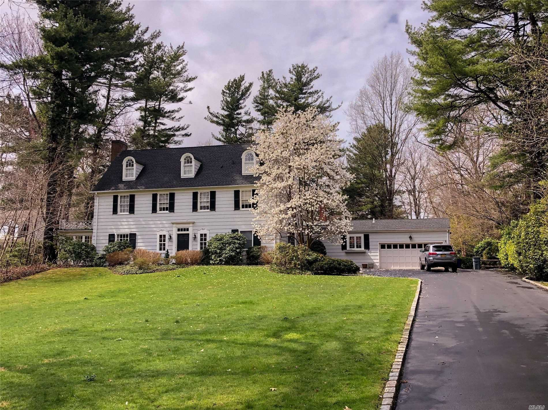 Residential For Sale in 28 The Serpentine, Roslyn Estates, NY ,11576