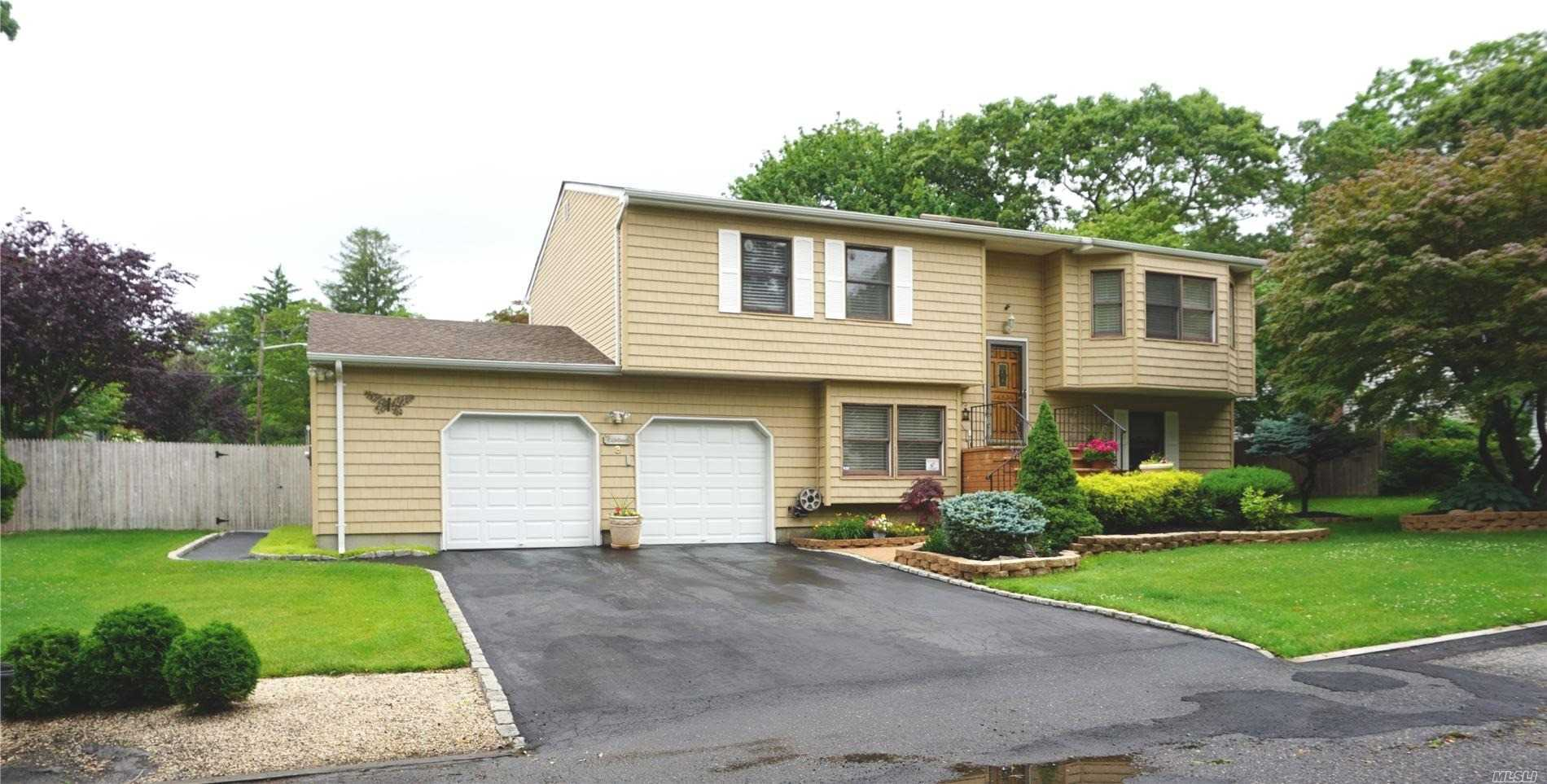 Residential For Sale in 3 Plandome Rd, Sound Beach, NY ,11789