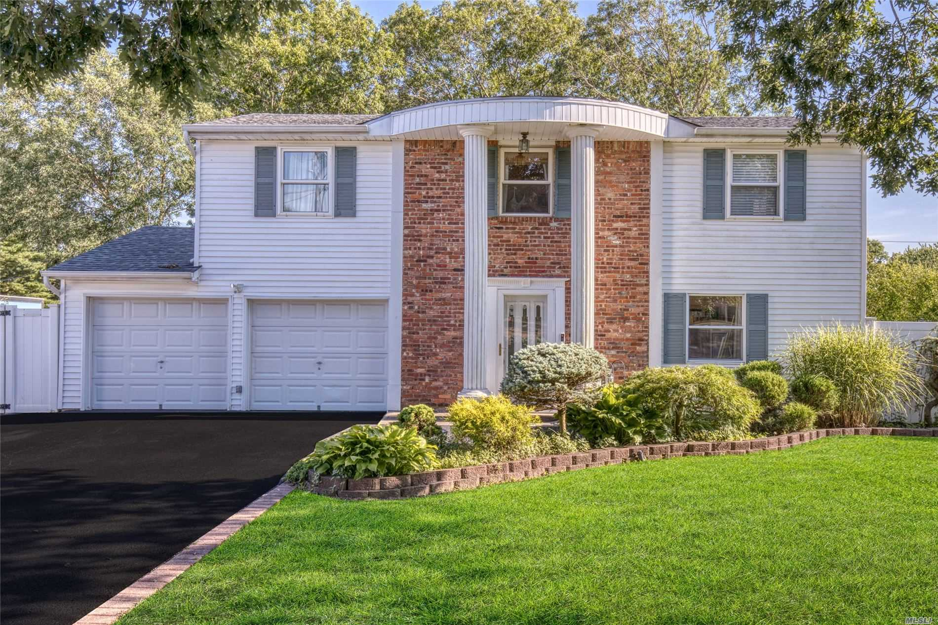 Residential For Sale in 470 Hawkins Rd, Selden, NY ,11784