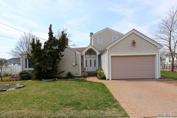 Residential For Sale in 65 Stillwater Ave, Massapequa, NY ,11758