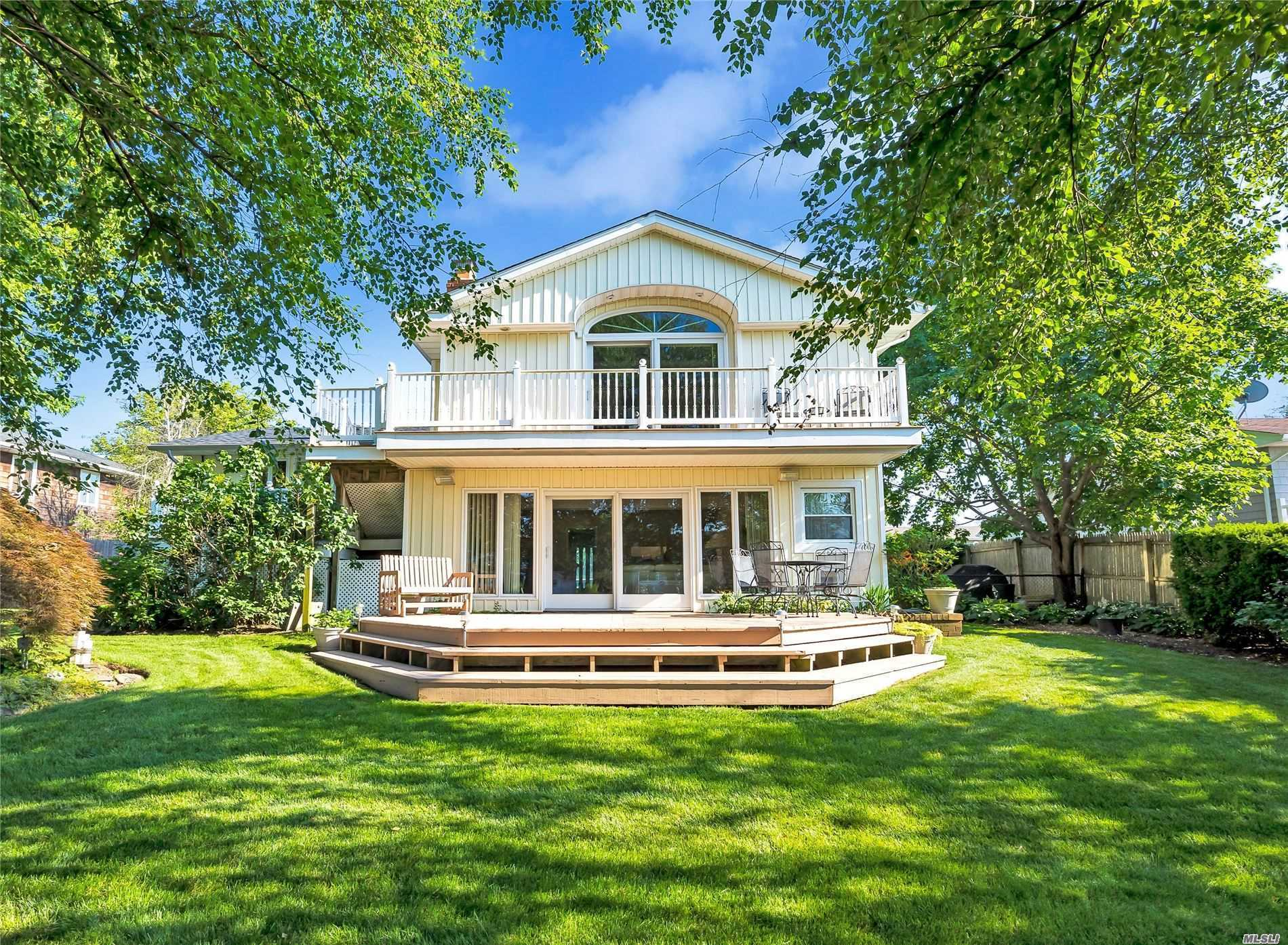 Residential For Sale in 31 Skipper Dr, West Islip, NY ,11795