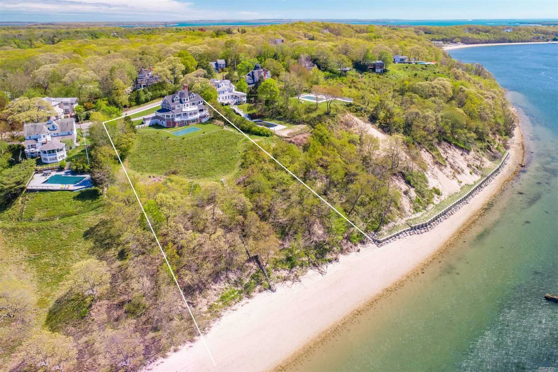 Residential For Sale in 22 Prospect Avenue, Shelter Island, NY ,11964
